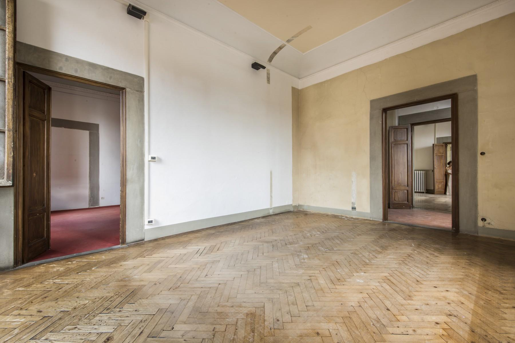 Magnificent 520sqm penthouse in a historic Florentine palazzo. - 8