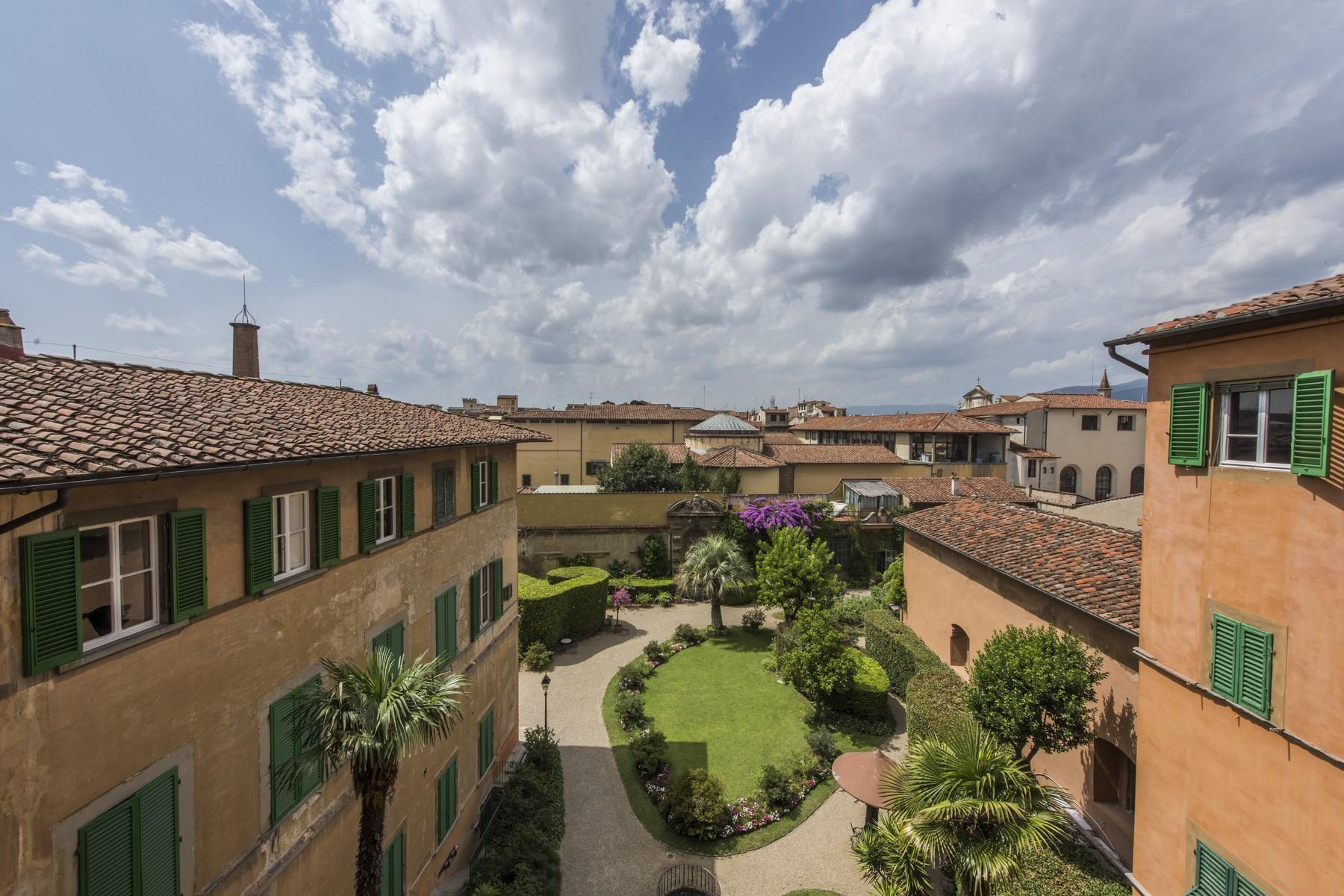 Magnificent 520sqm penthouse in a historic Florentine palazzo. - 2