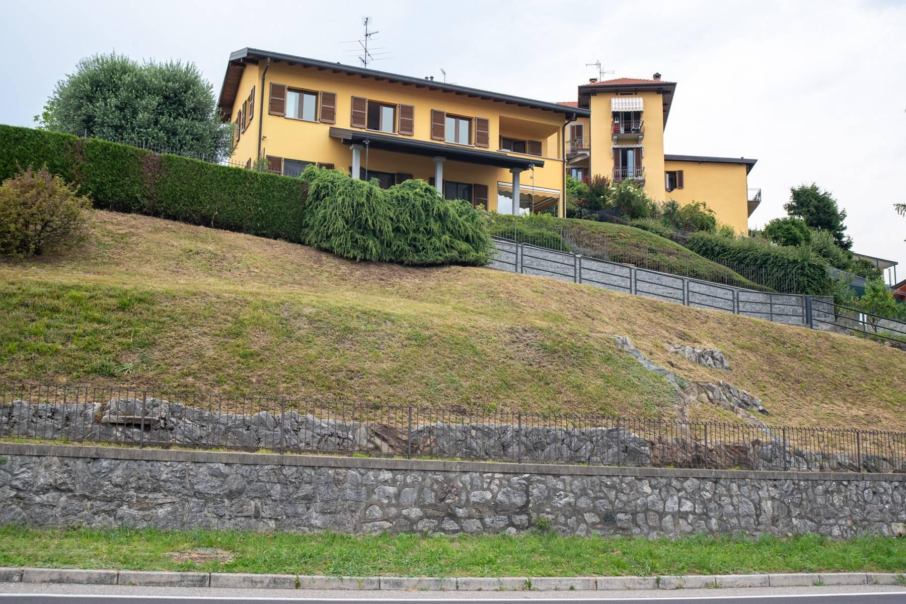 Elegant modern villa with a marvelous view of Lake Montorfano - 3