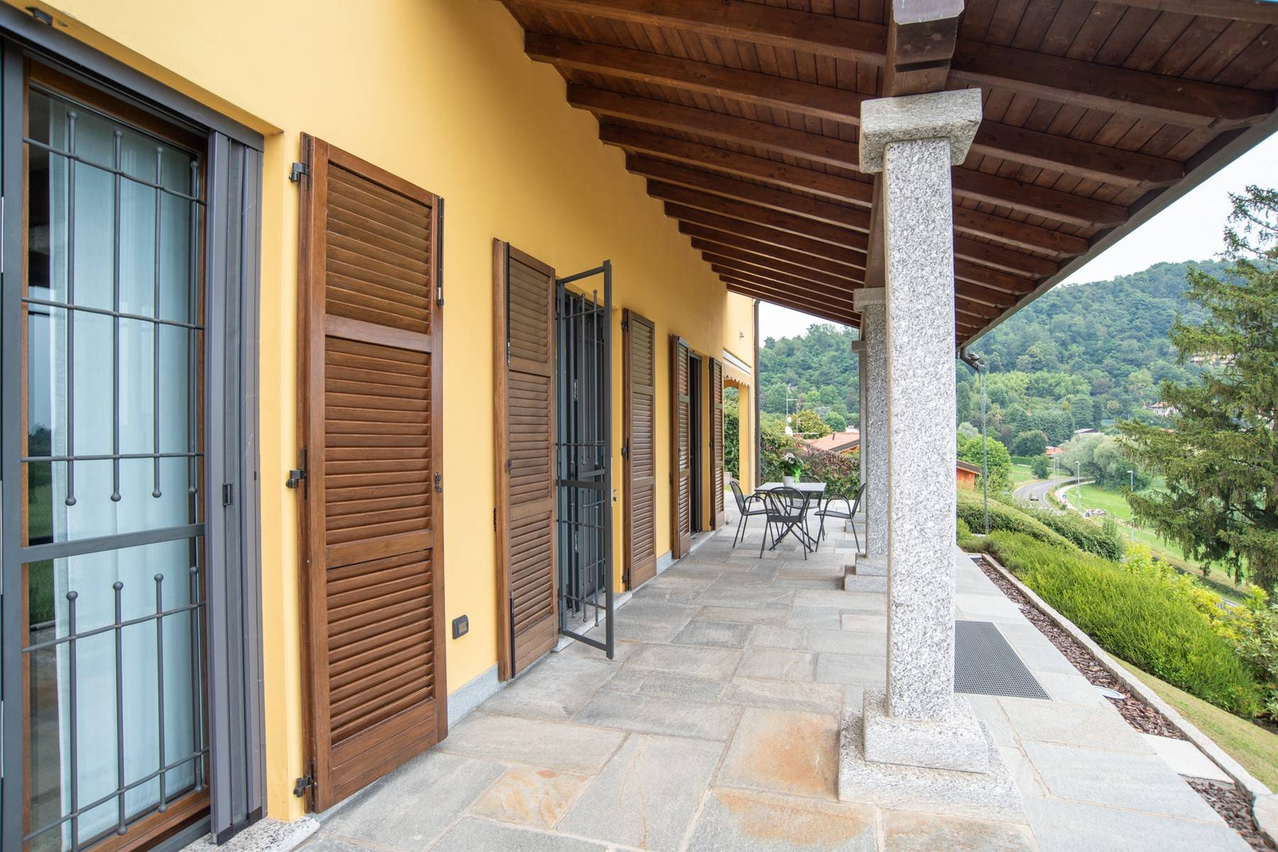 Élégante villa moderne avec une vue magnifique sur le lac de Montorfano - 8