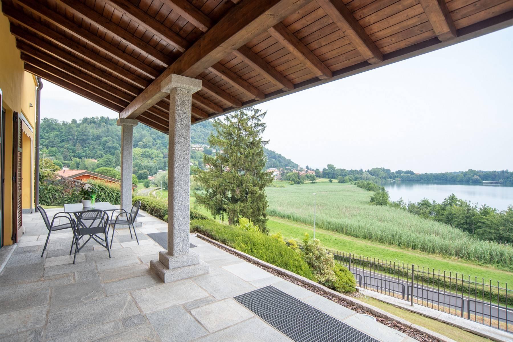 Élégante villa moderne avec une vue magnifique sur le lac de Montorfano - 9