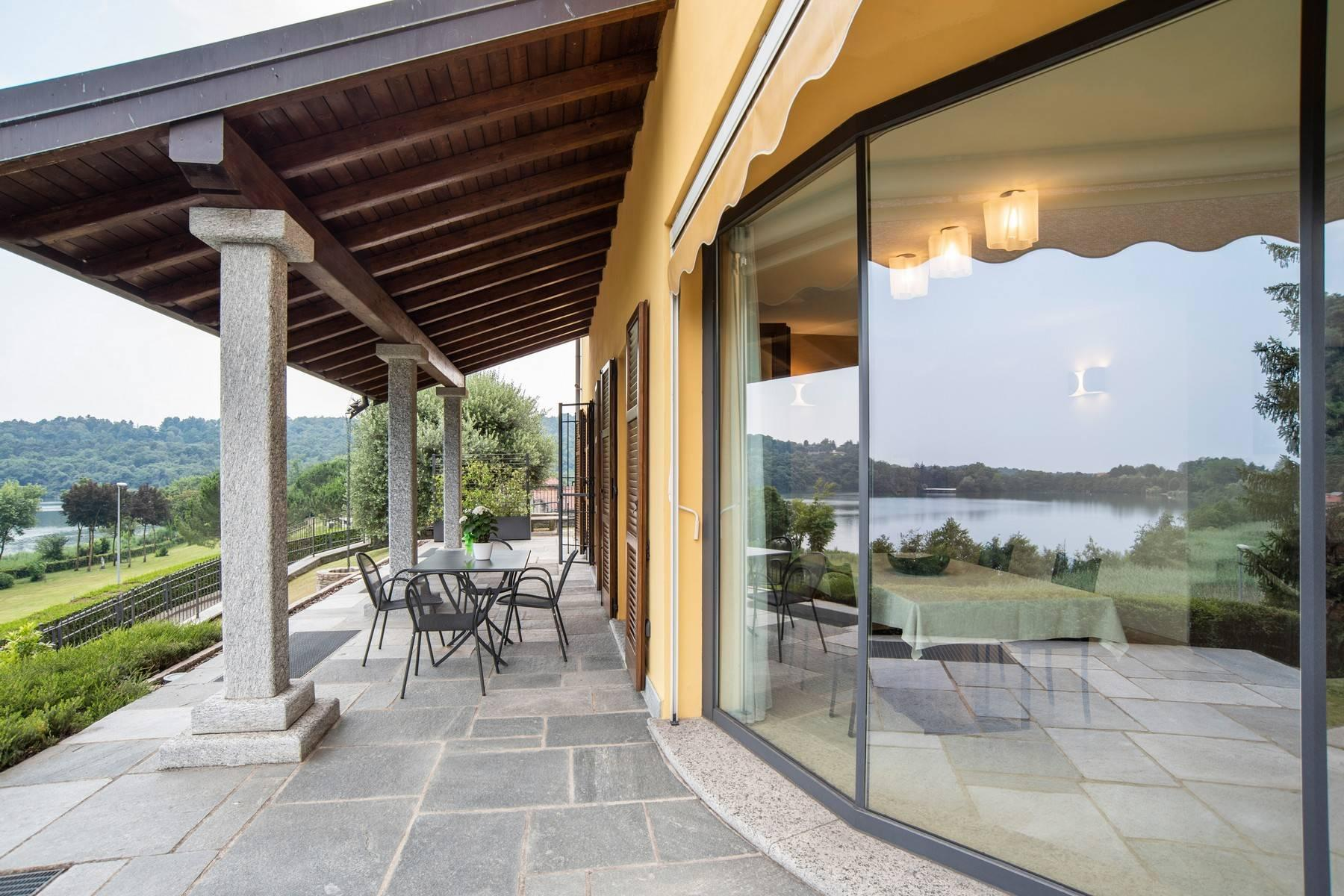 Elegant modern villa with a marvelous view of Lake Montorfano - 9