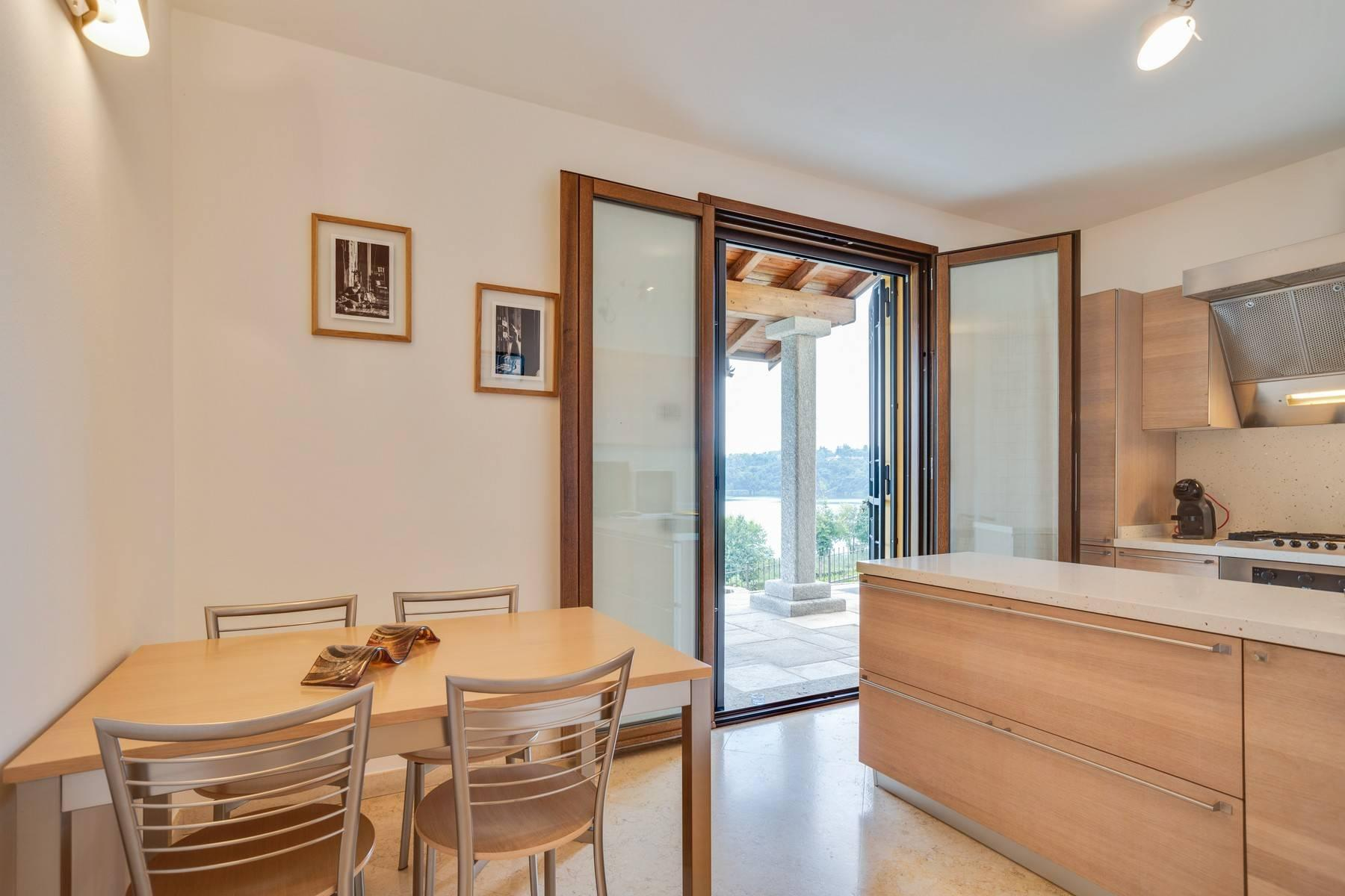 Élégante villa moderne avec une vue magnifique sur le lac de Montorfano - 14
