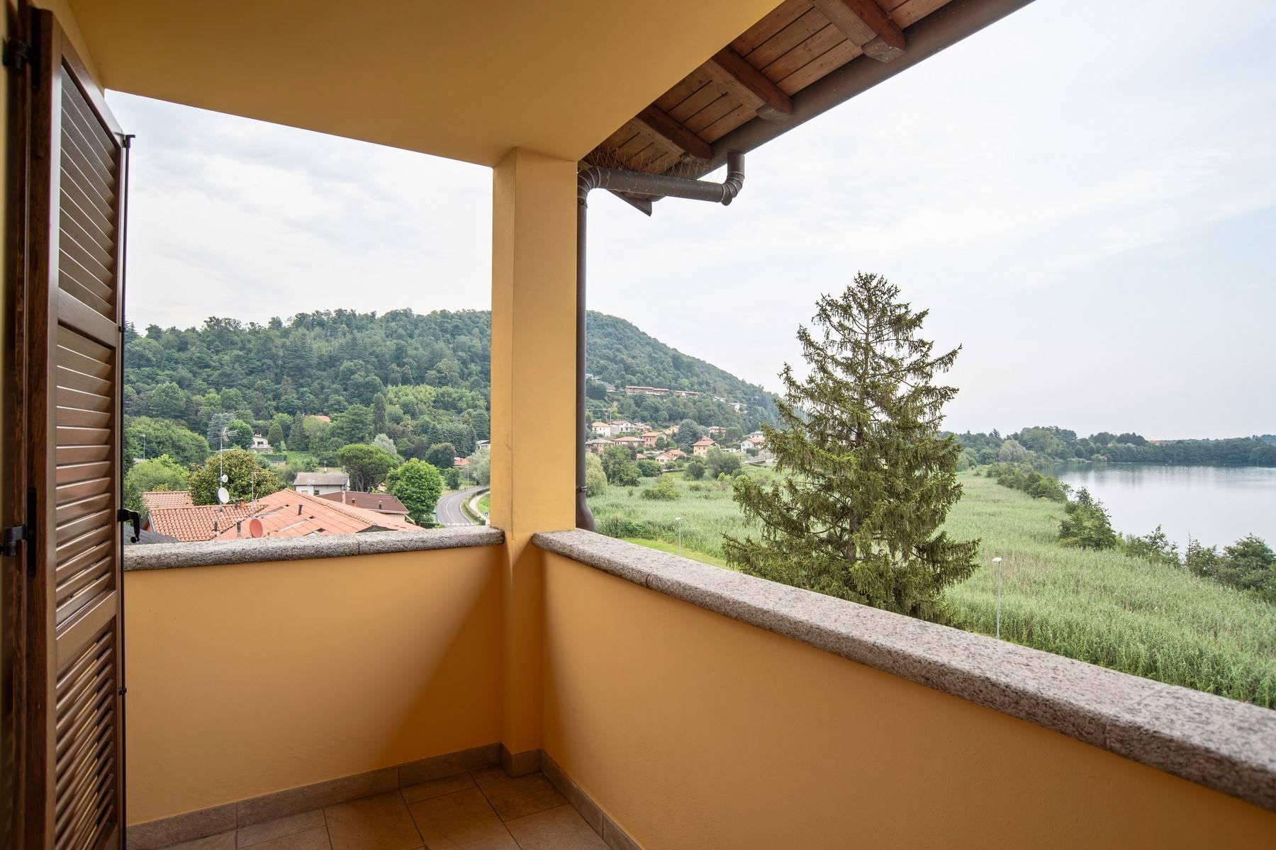 Élégante villa moderne avec une vue magnifique sur le lac de Montorfano - 18