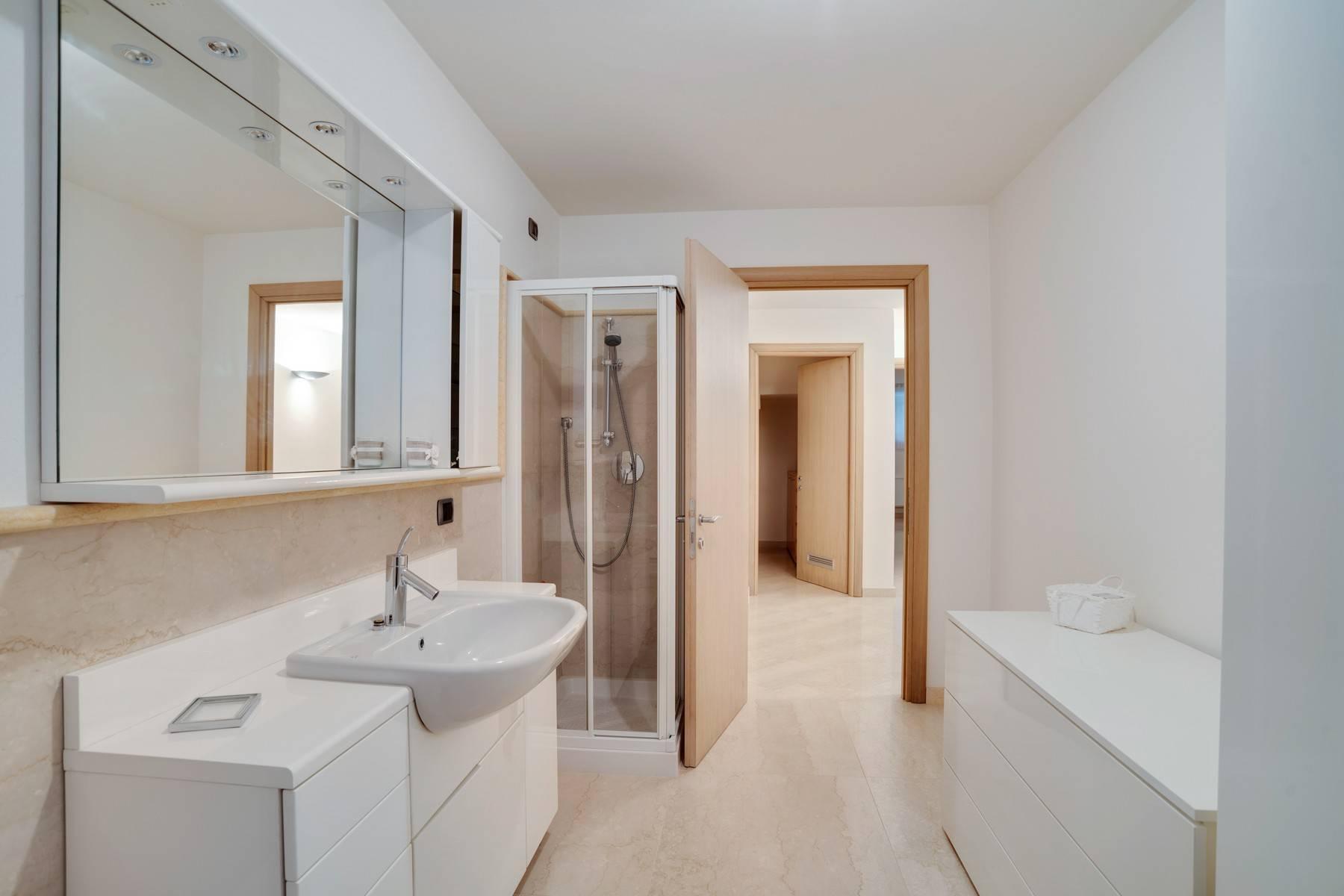 Élégante villa moderne avec une vue magnifique sur le lac de Montorfano - 25