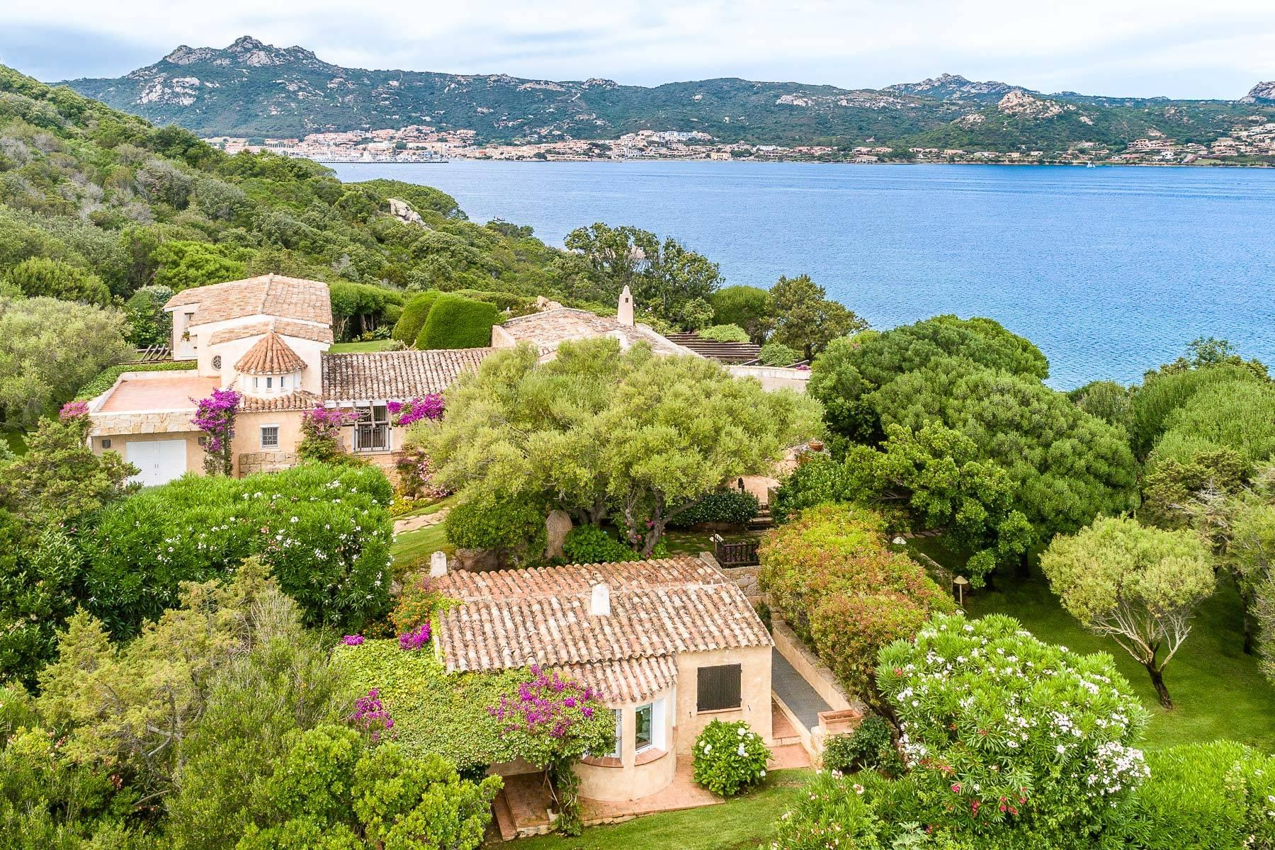 Panoramic property with exclusive access to the sea in Cala dei Ginepri, Baja Sardinia - 4
