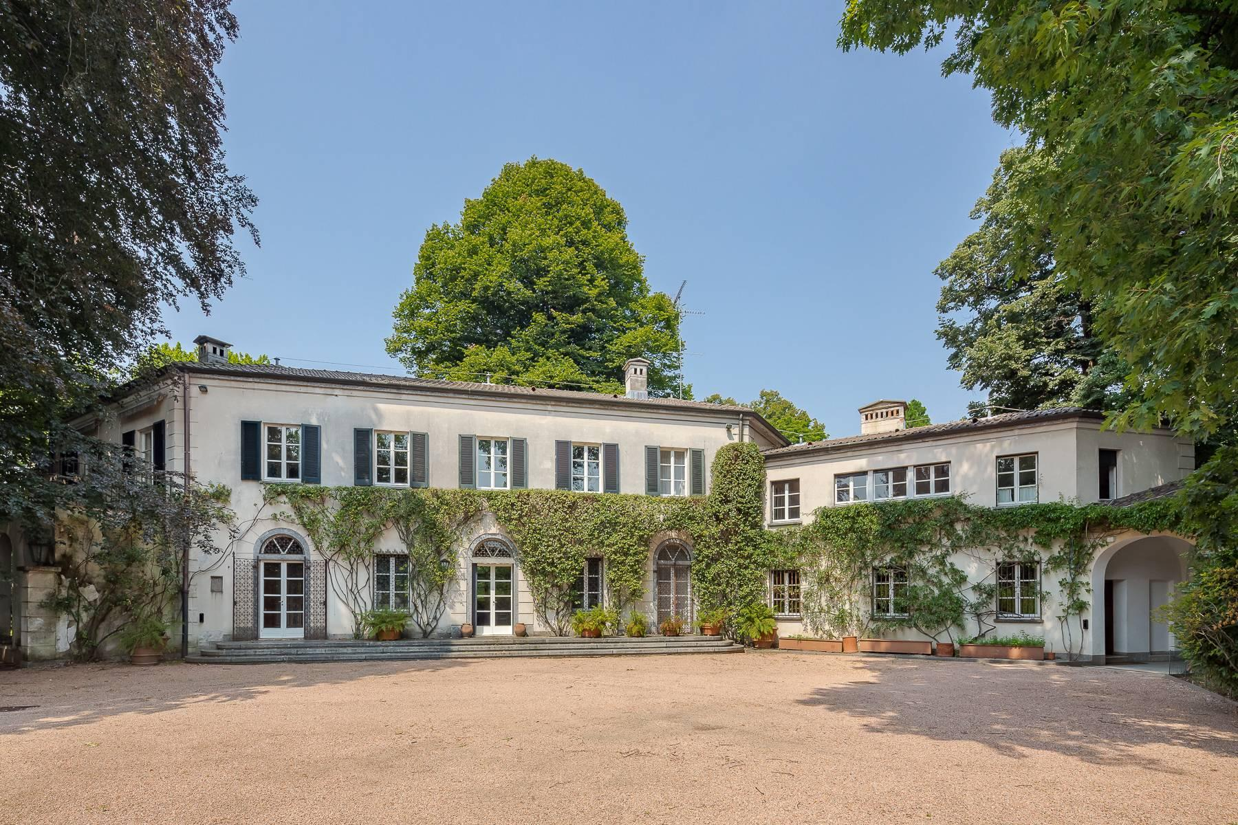 Beautiful villa close to Milan with park and swimming pool - 1
