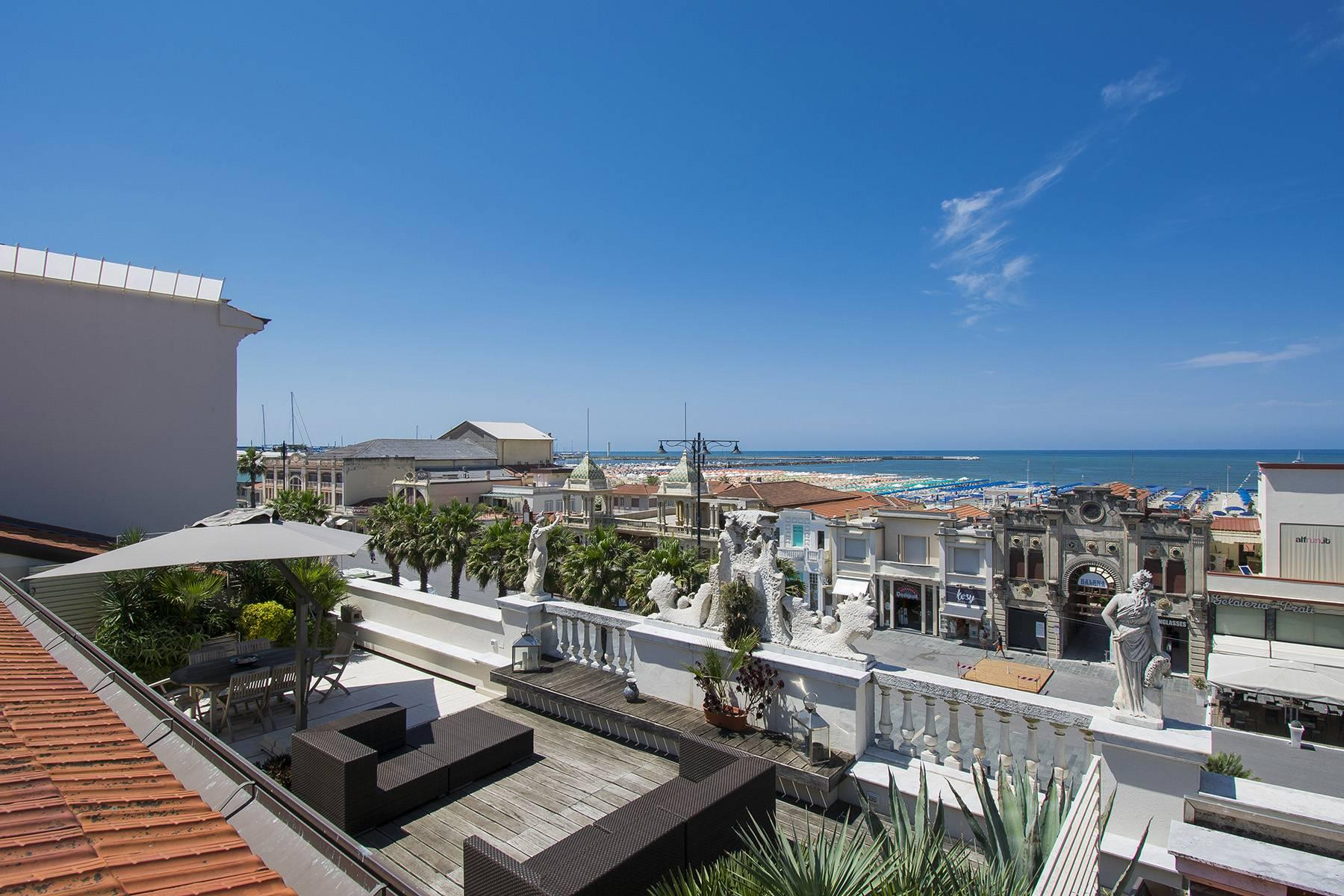 Delightful Luxury sea-front Penthouse in Versilia - 3