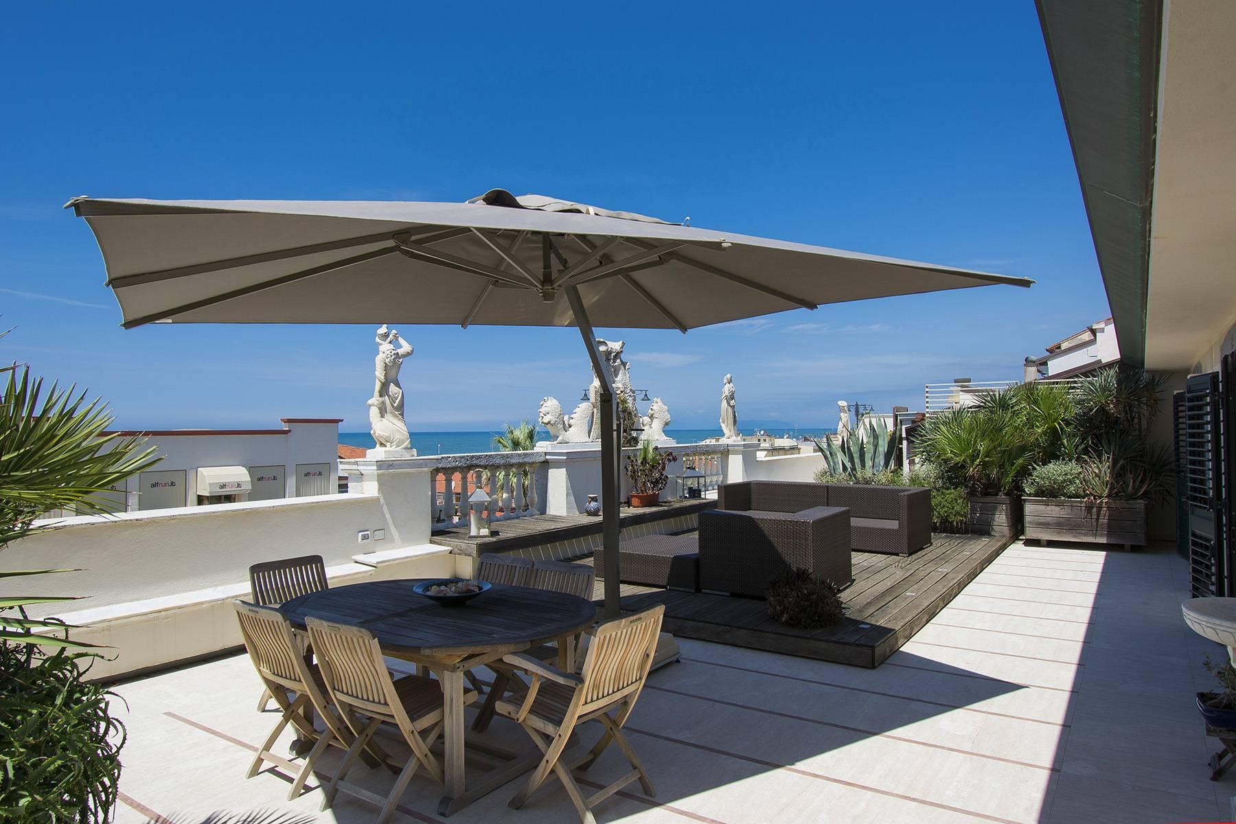 Splendido attico di lusso fronte mare in Versilia - 1