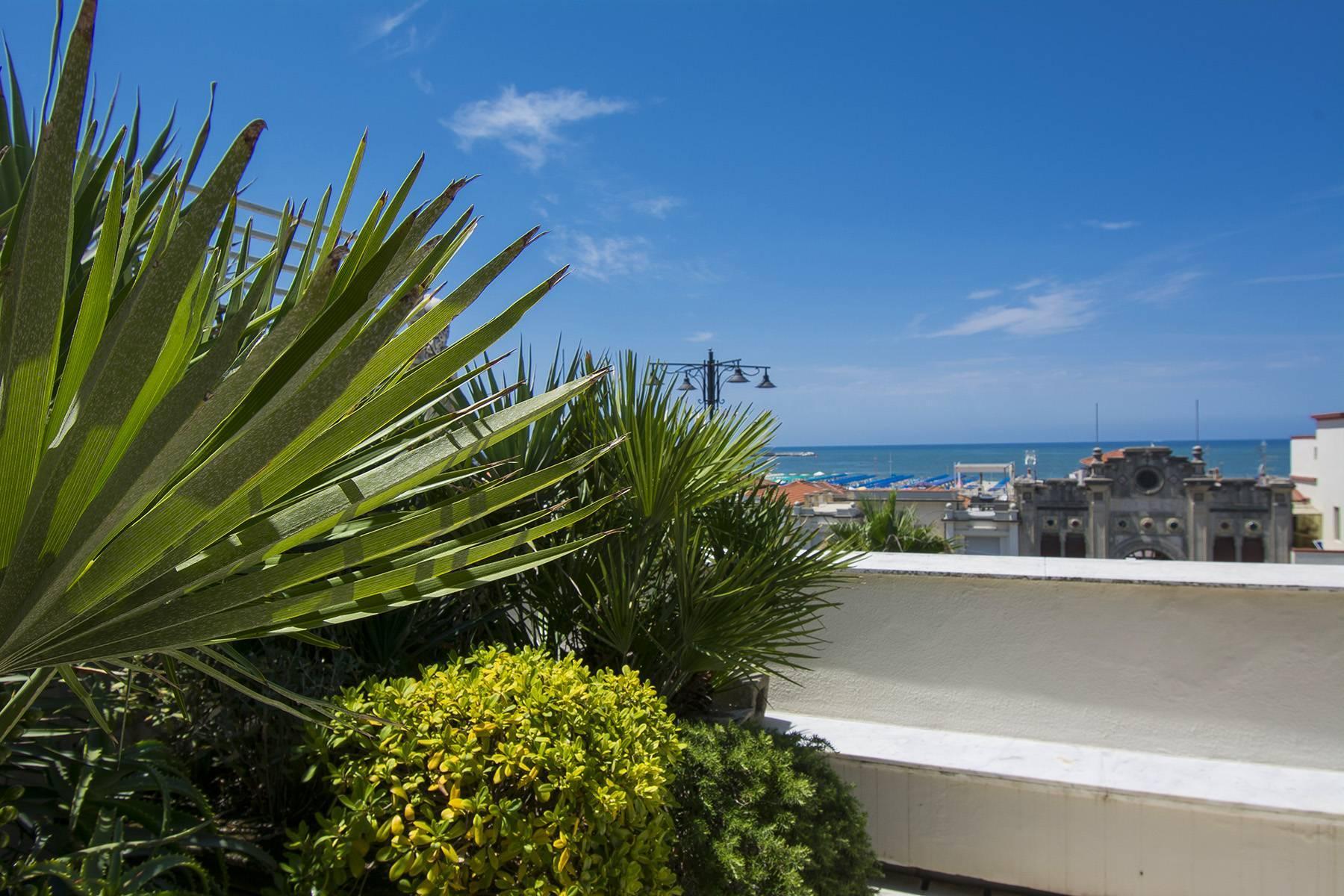 Delightful Luxury sea-front Penthouse in Versilia - 18