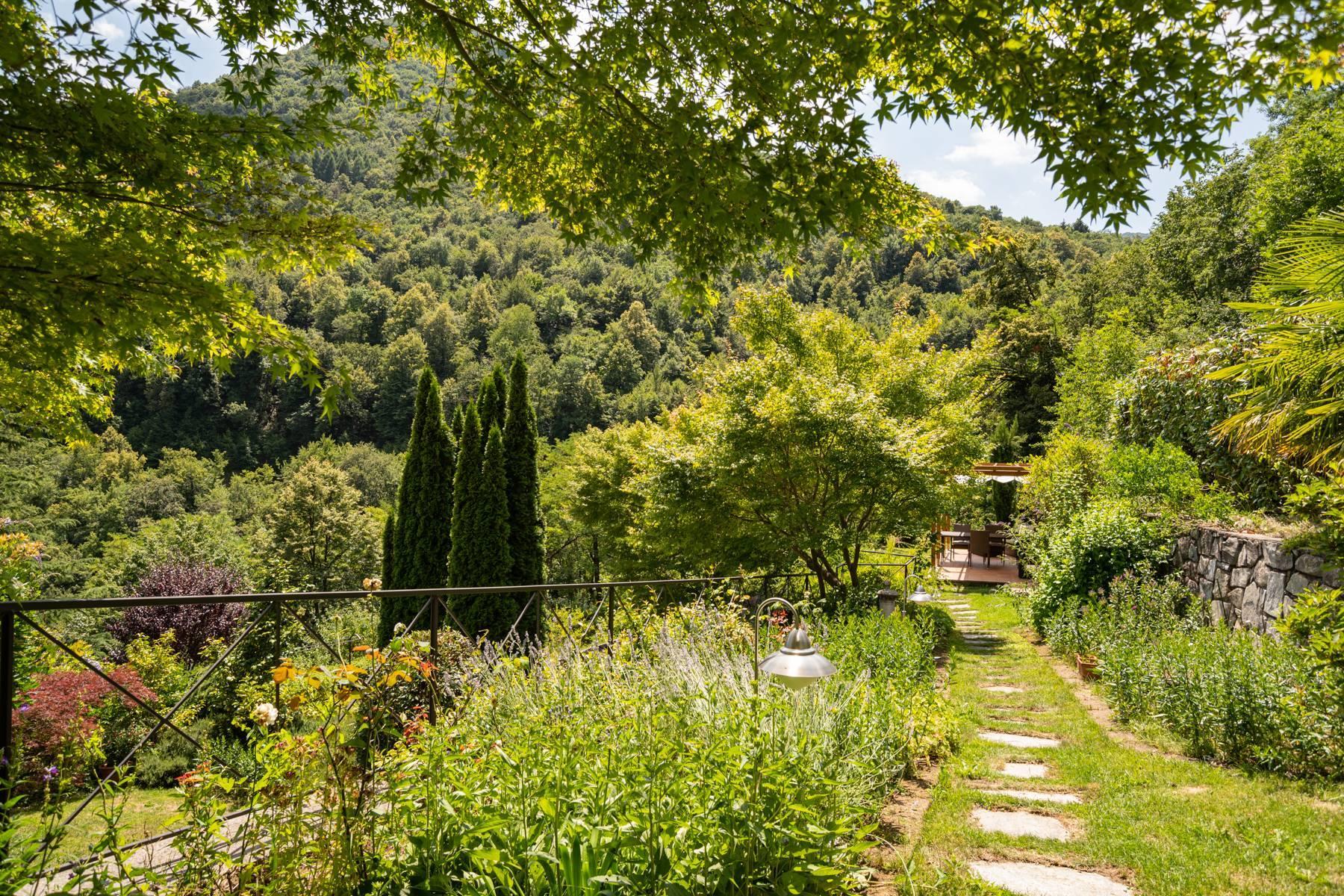 Splendida villa moderna sulla collina soleggiata sopra Argegno - 10