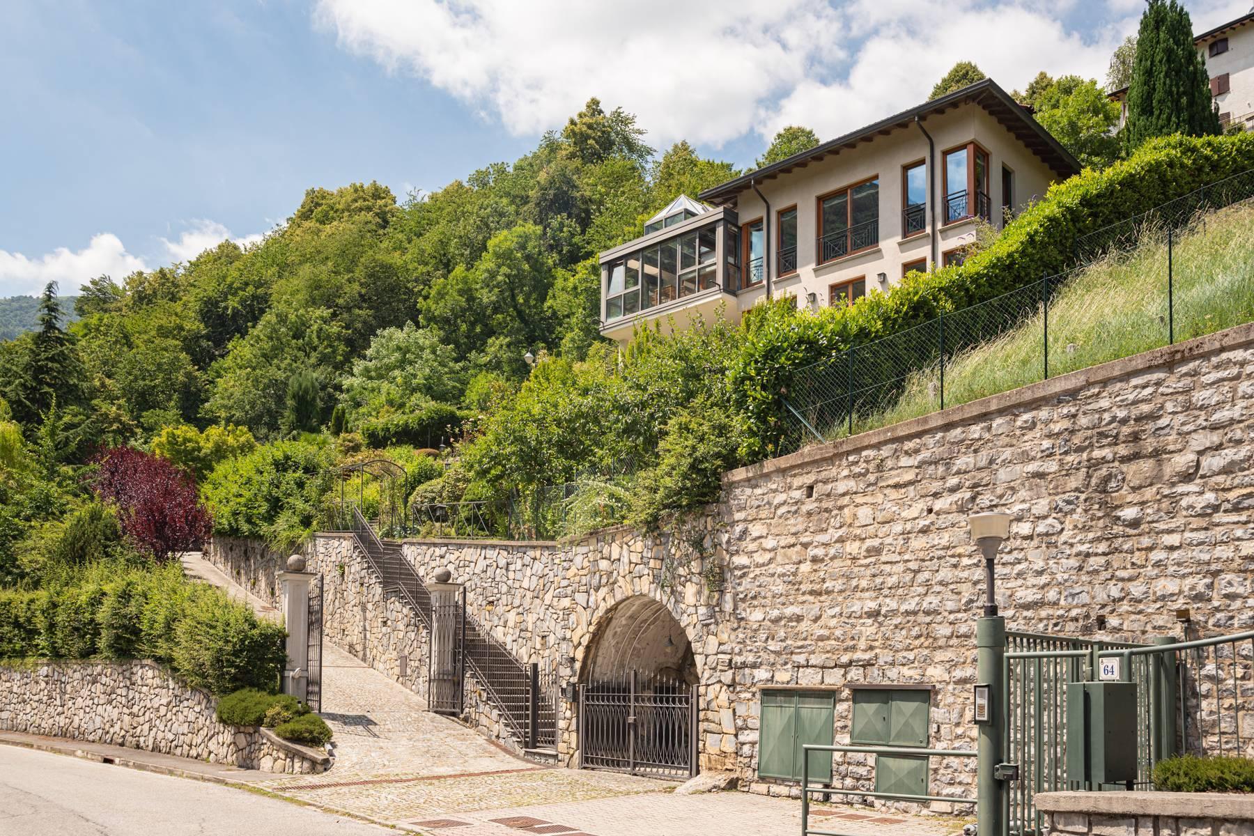 Splendida villa moderna sulla collina soleggiata sopra Argegno - 4