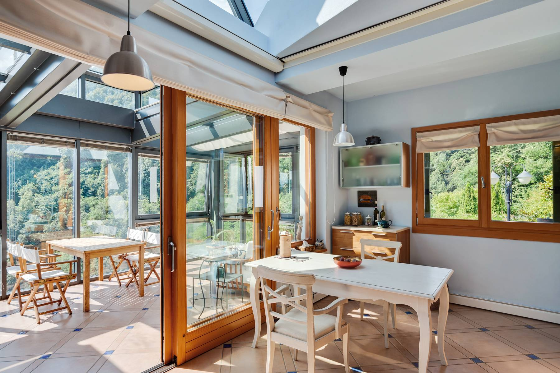 Splendida villa moderna sulla collina soleggiata sopra Argegno - 17