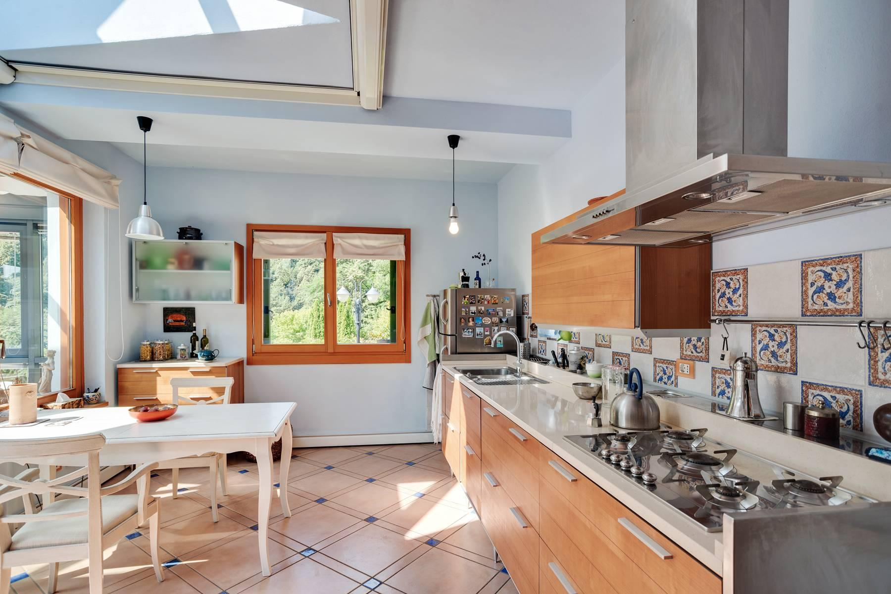 Splendida villa moderna sulla collina soleggiata sopra Argegno - 21