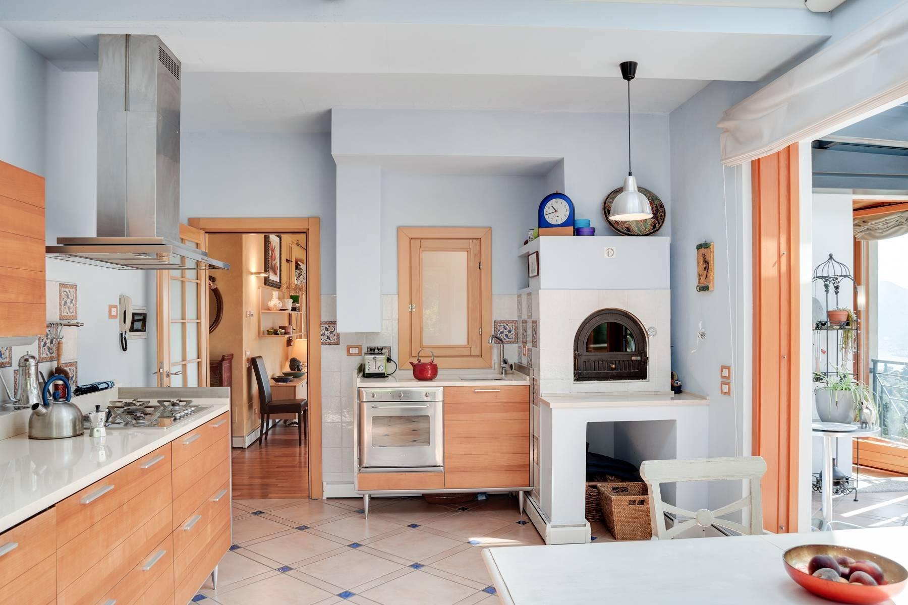 Splendida villa moderna sulla collina soleggiata sopra Argegno - 22