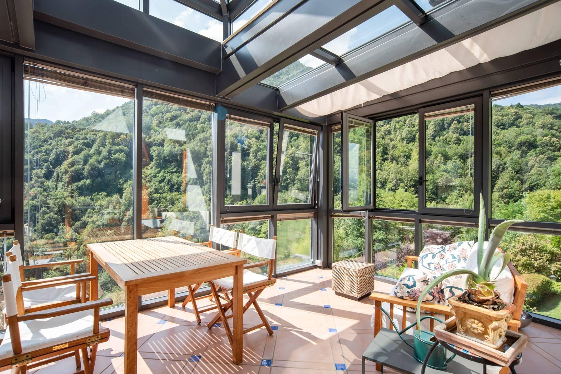 Splendida villa moderna sulla collina soleggiata sopra Argegno - 19