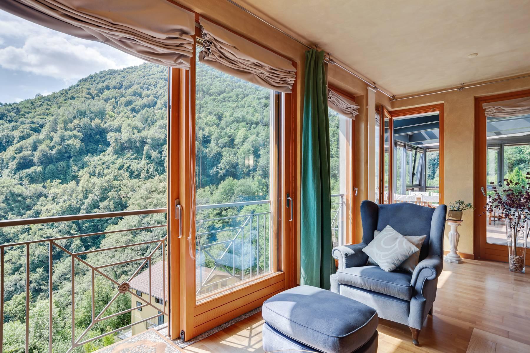 Splendida villa moderna sulla collina soleggiata sopra Argegno - 16
