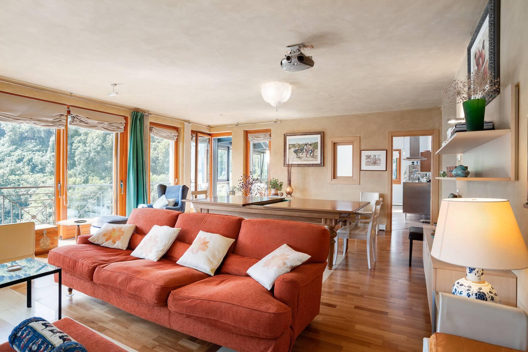 Splendida villa moderna sulla collina soleggiata sopra Argegno - 15
