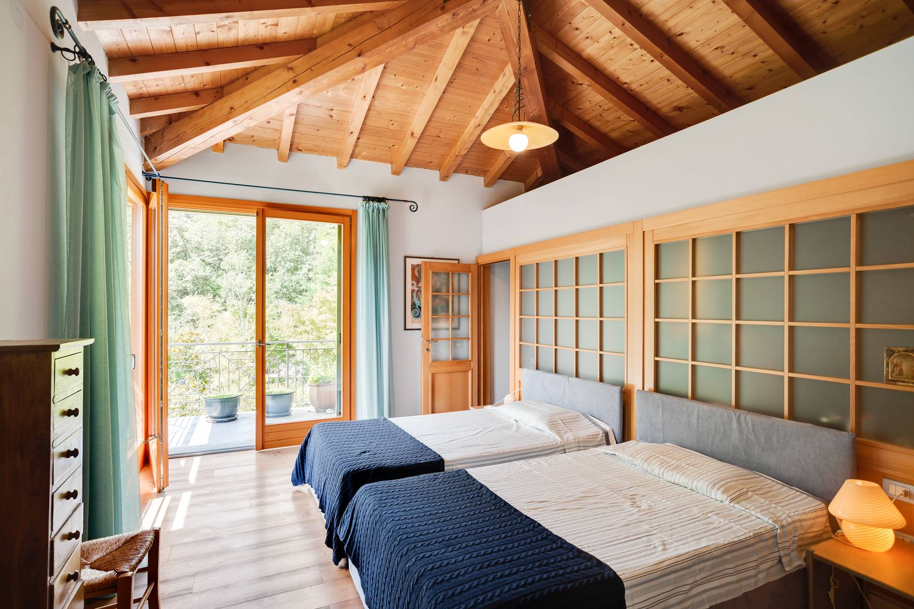 Splendida villa moderna sulla collina soleggiata sopra Argegno - 24