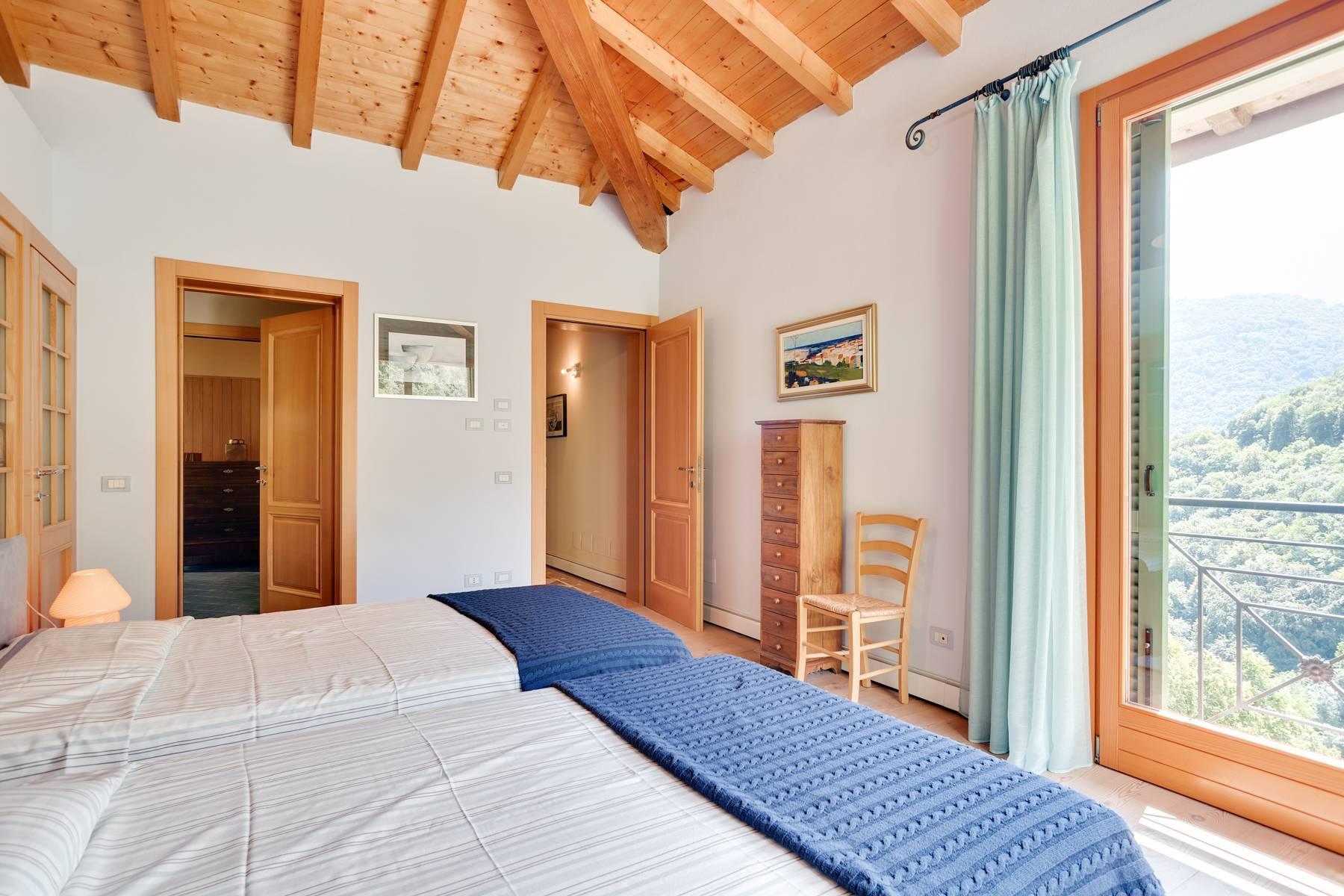 Splendida villa moderna sulla collina soleggiata sopra Argegno - 25