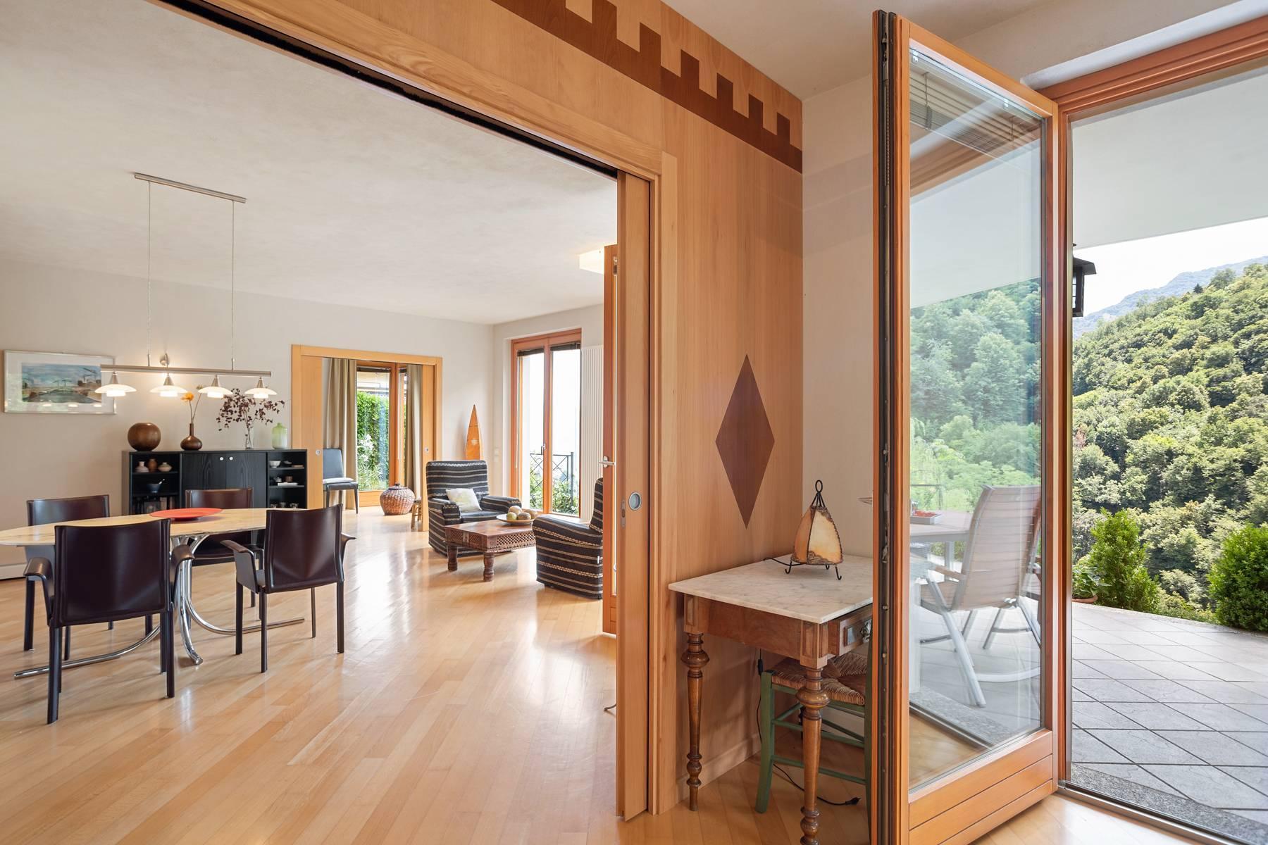 Splendida villa moderna sulla collina soleggiata sopra Argegno - 32