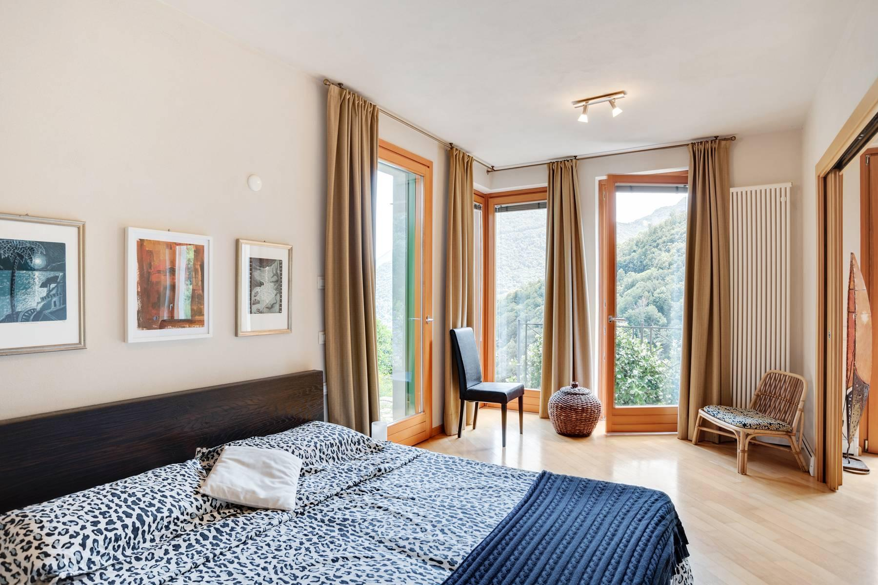 Splendida villa moderna sulla collina soleggiata sopra Argegno - 40