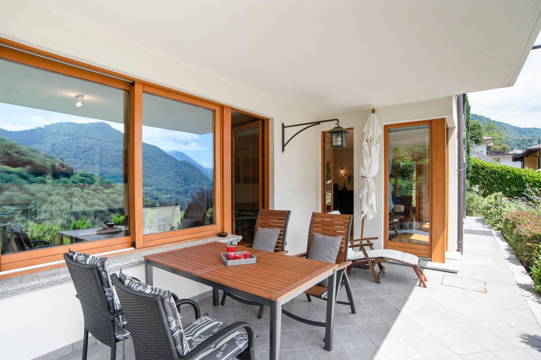 Splendida villa moderna sulla collina soleggiata sopra Argegno - 34
