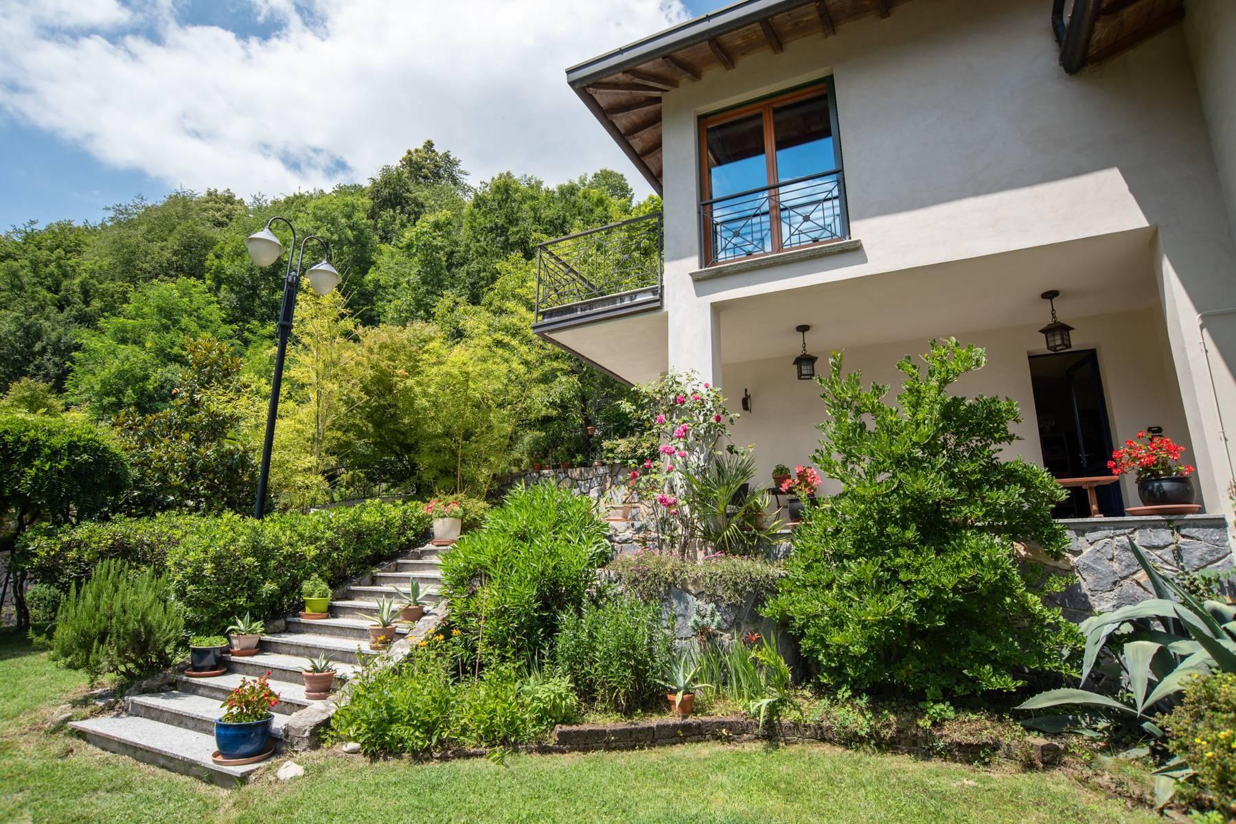 Splendida villa moderna sulla collina soleggiata sopra Argegno - 7