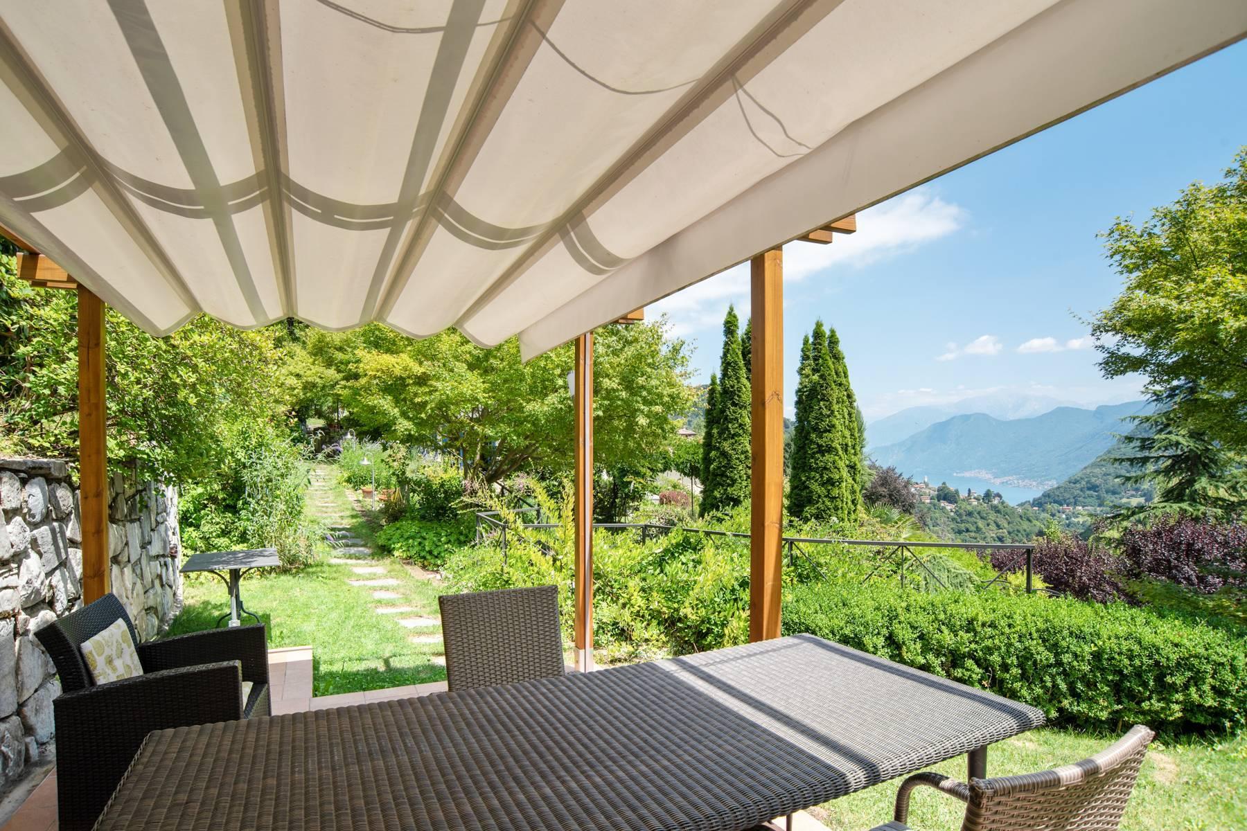 Splendida villa moderna sulla collina soleggiata sopra Argegno - 11