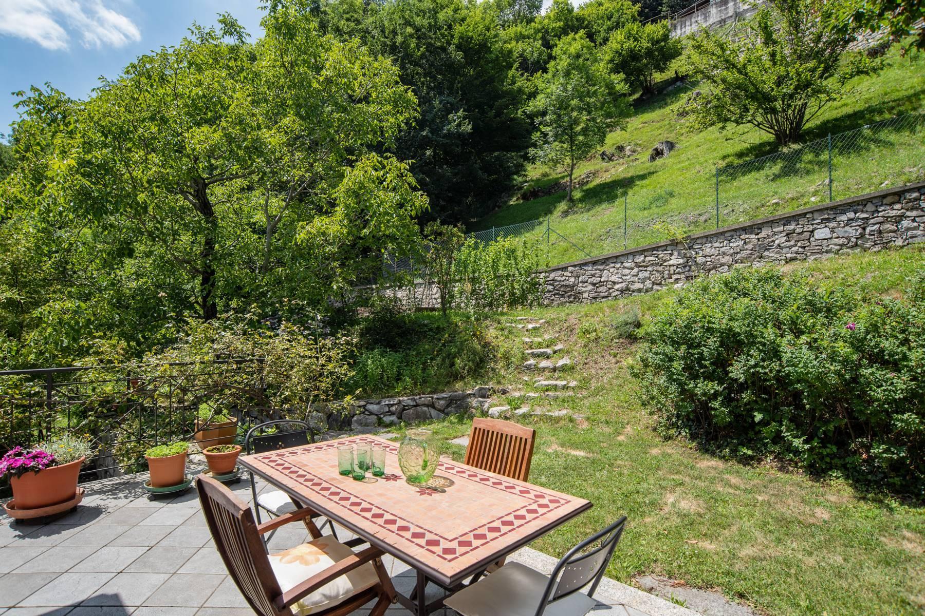 Splendida villa moderna sulla collina soleggiata sopra Argegno - 14