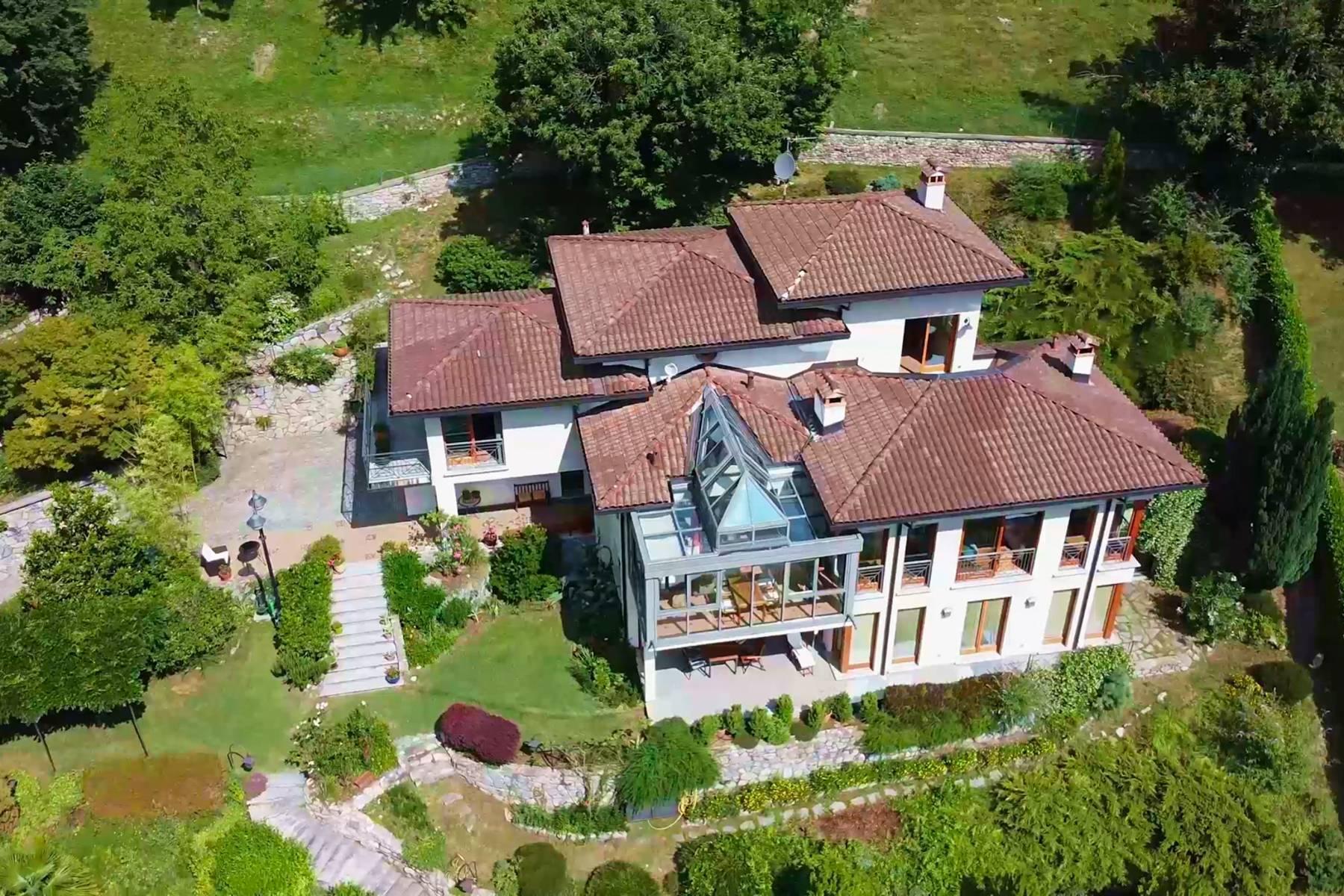 Atemberaubende moderne Villa auf dem sonnigen Hügel über Argegno - 1