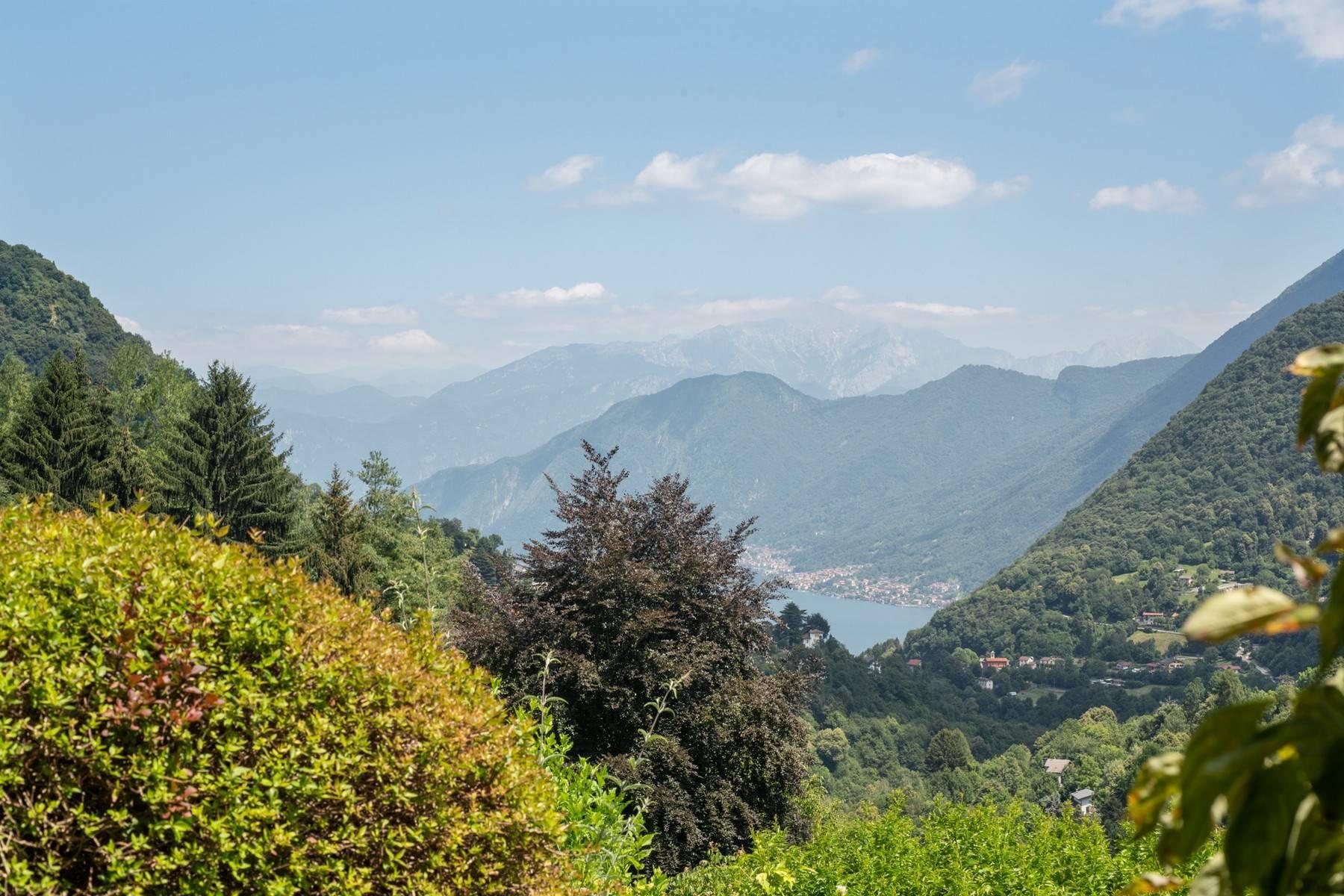 Splendida villa moderna sulla collina soleggiata sopra Argegno - 3