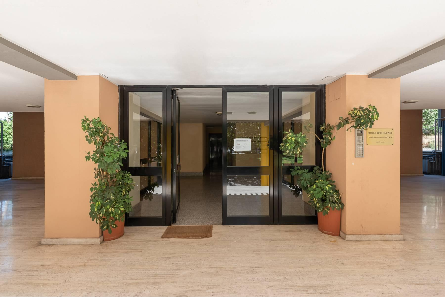 Bright apartment in a residential complex - 12