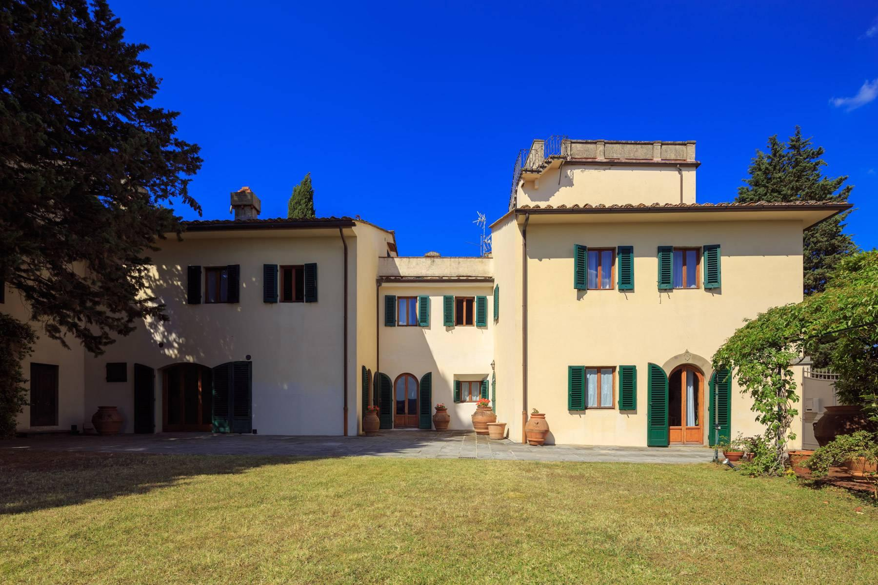 Large period villa with land at 10 minutes' drive from Florence - 1