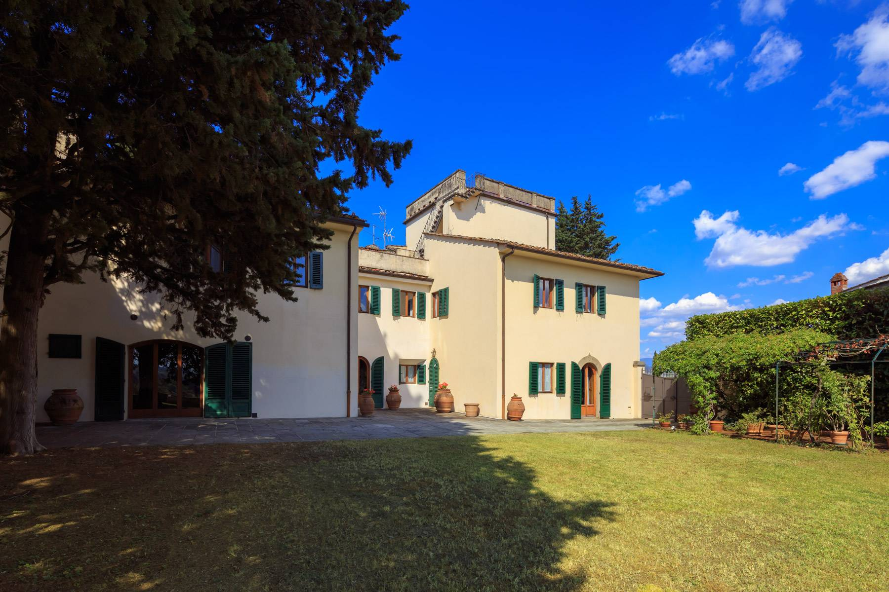 Large period villa with land at 10 minutes' drive from Florence - 2