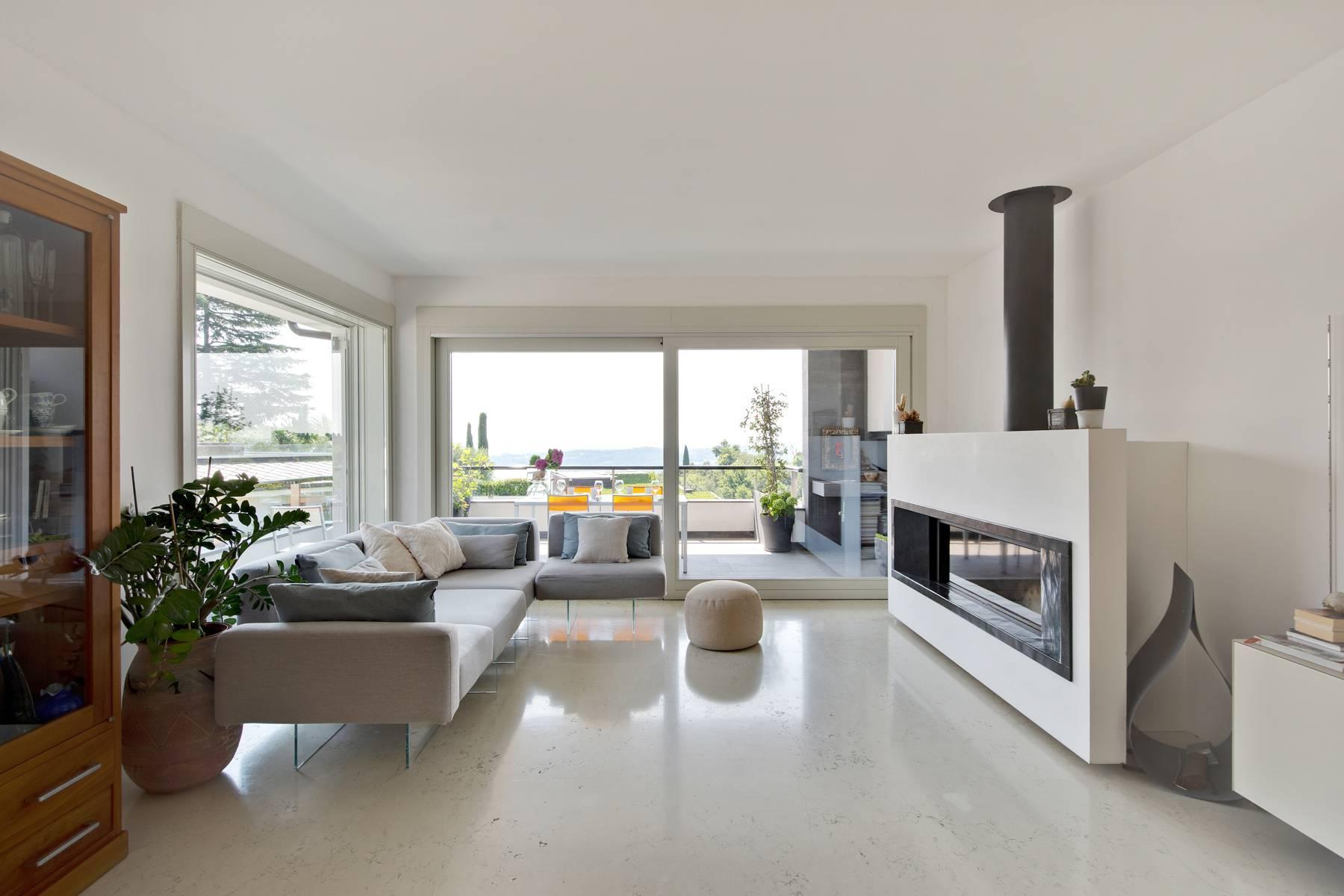 Splendido attico vista lago dal design contemporaneo - 4