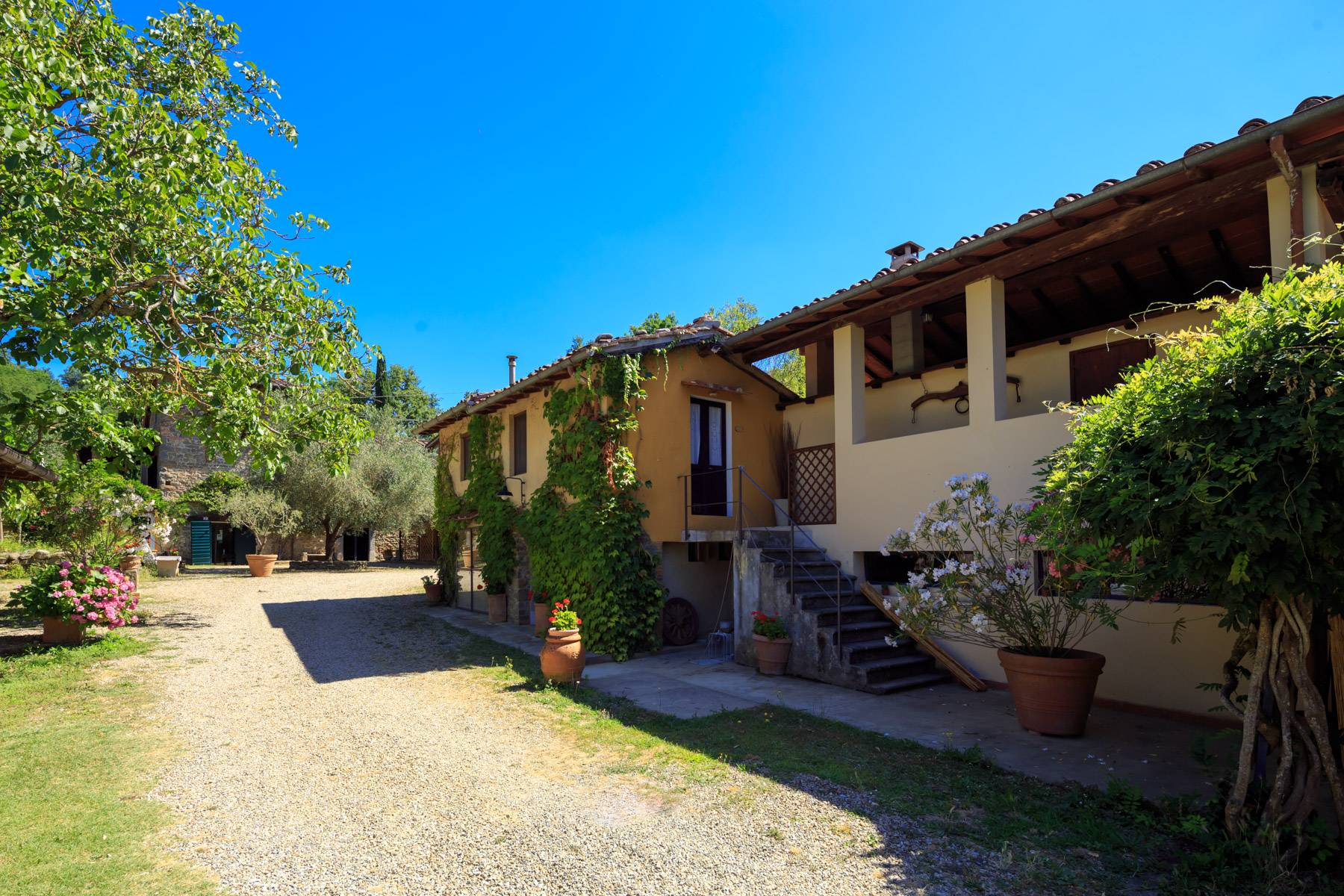 Beautiful Hamlet with an Ancient-Mill in the heart of the Arno Valley - 2