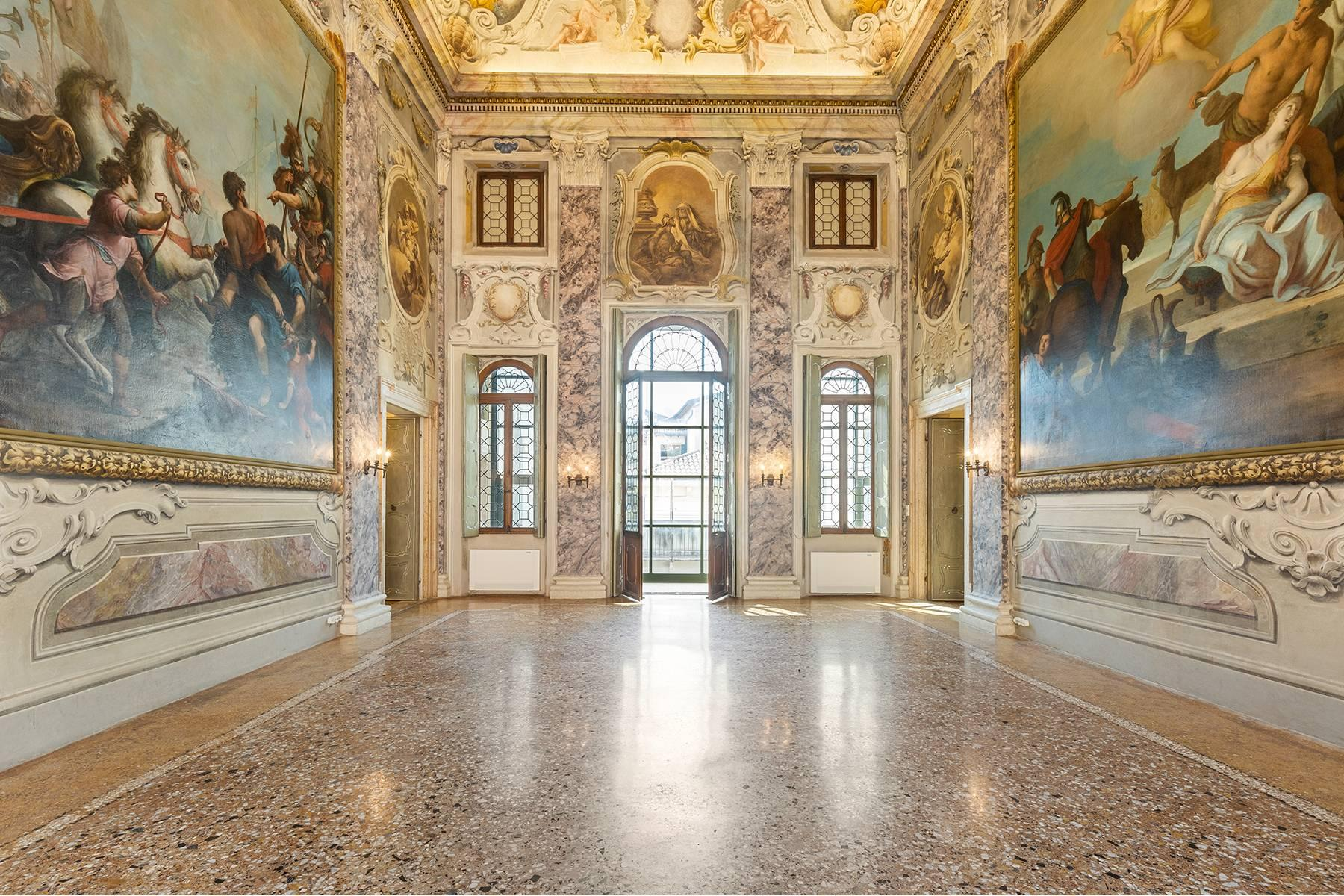 Magnifico Piano nobile affrescato in centro a Verona - 1