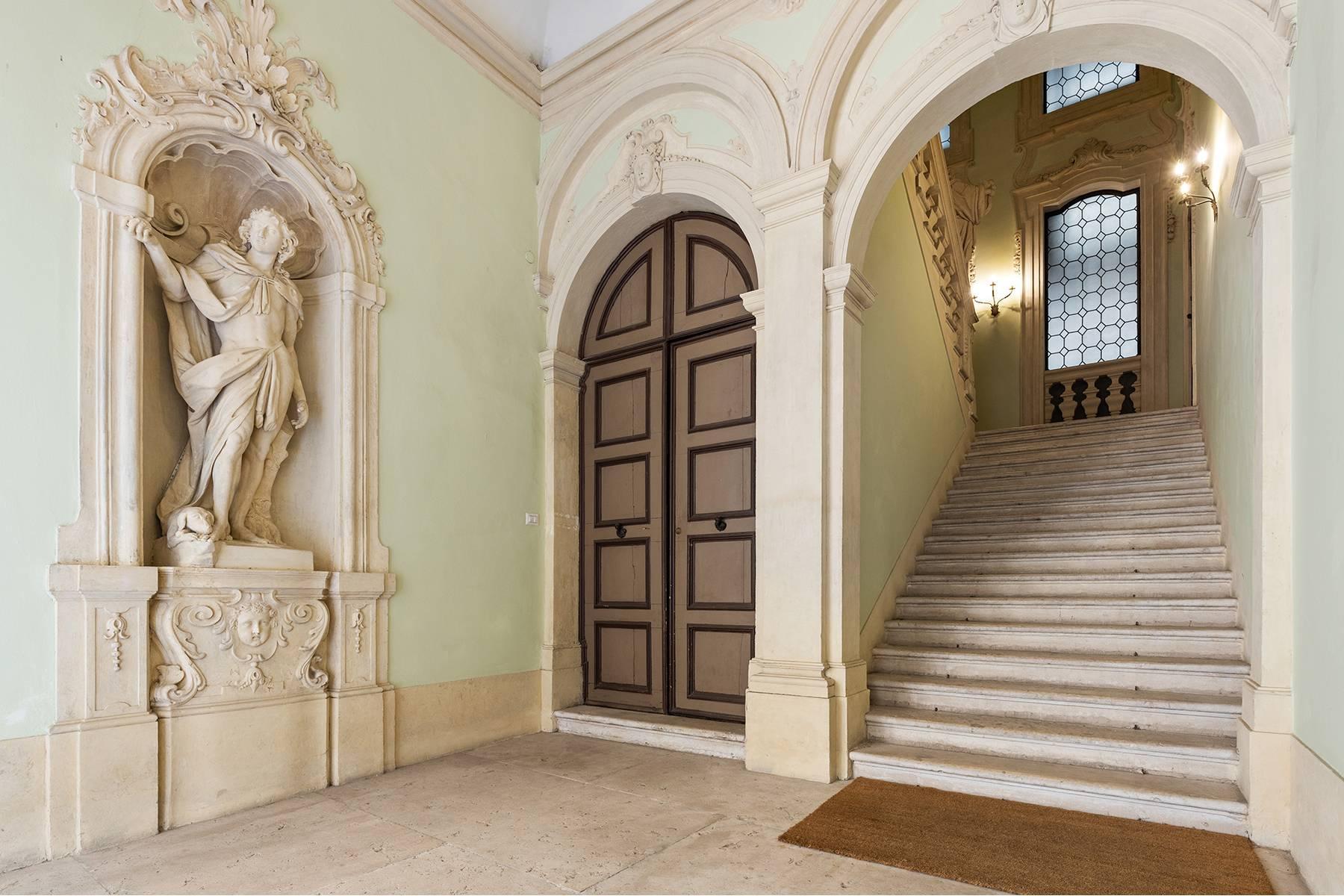 Magnifico Piano nobile affrescato in centro a Verona - 6