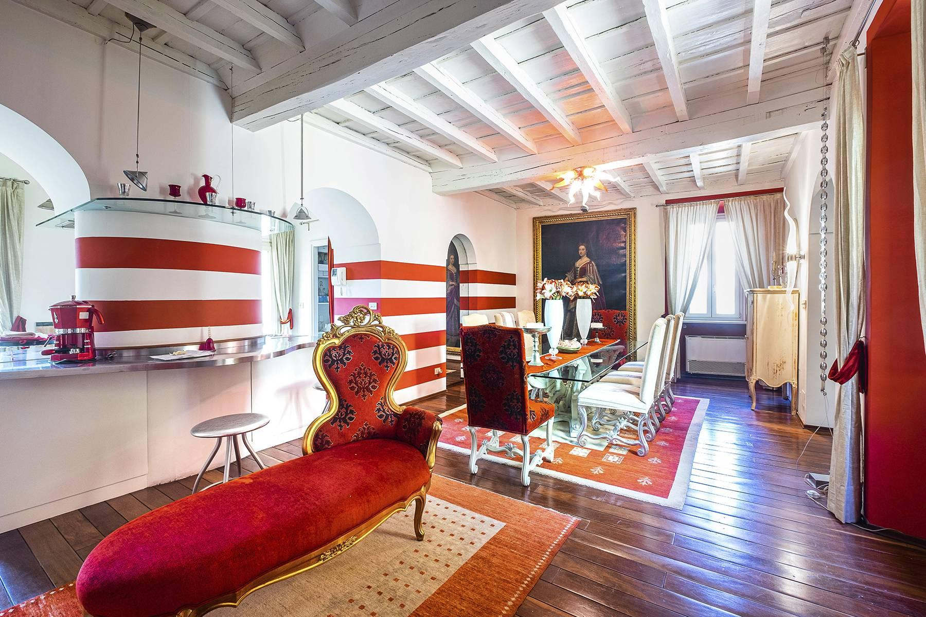 Eclectic apartment with terrace in the heart of Rome - 3