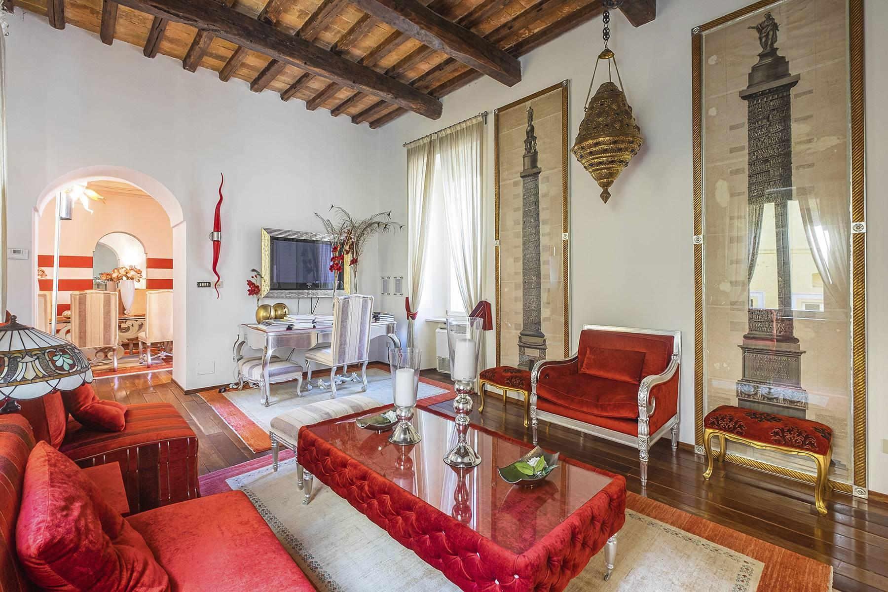 Eclectic apartment with terrace in the heart of Rome - 9