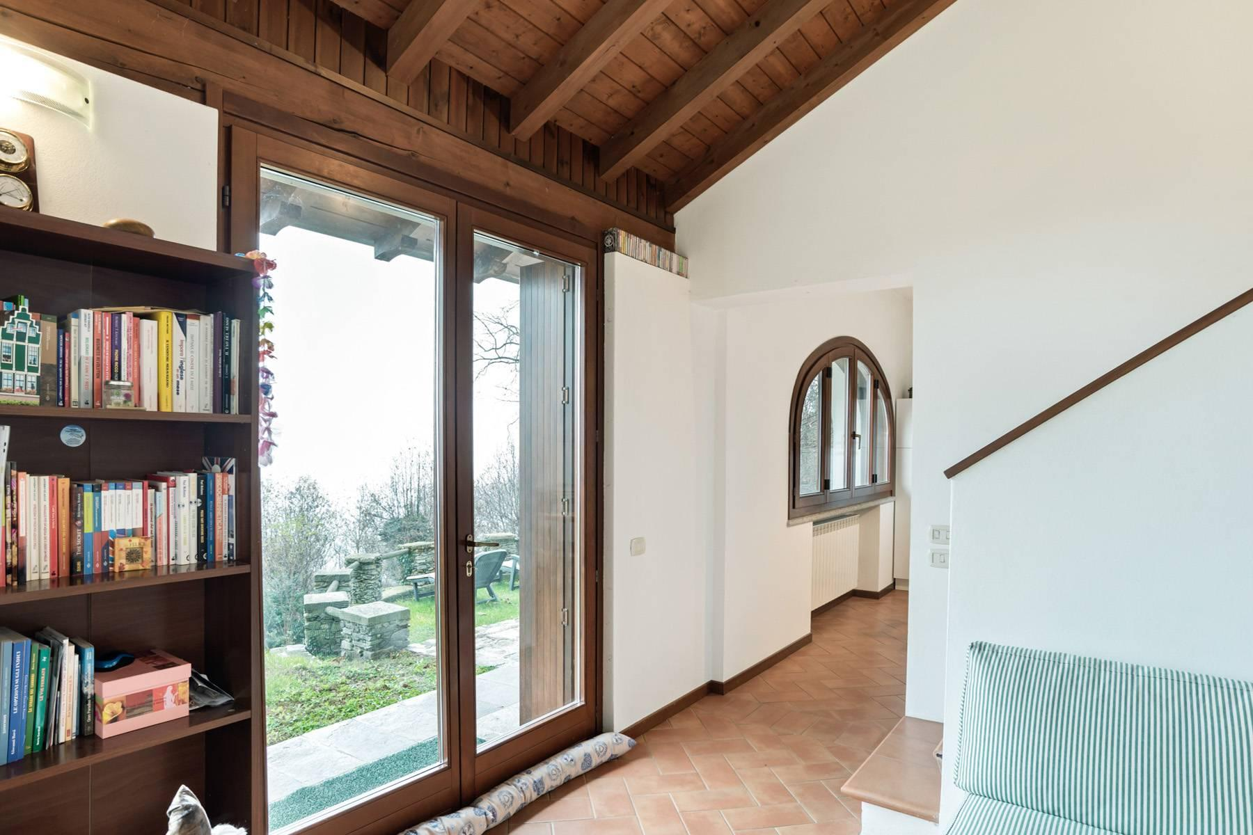 Among the hills of Massino Visconti, Villa surrounded by greenery - 5
