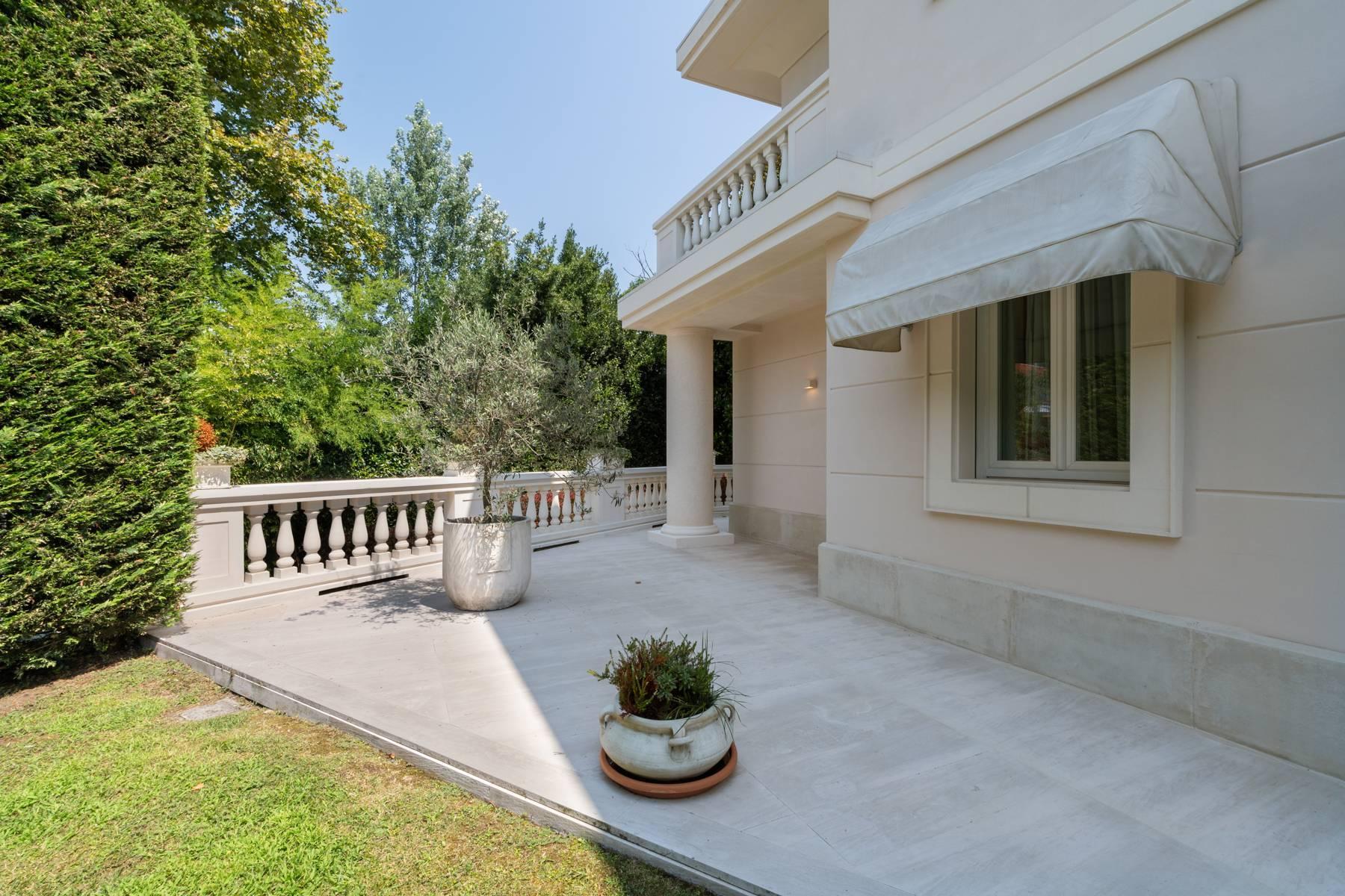 Красивый дизайнерский дом с видом на озеро в самом центре Палланцы - 34
