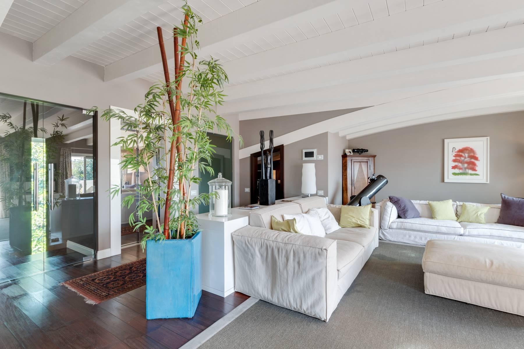 Красивый дизайнерский дом с видом на озеро в самом центре Палланцы - 9