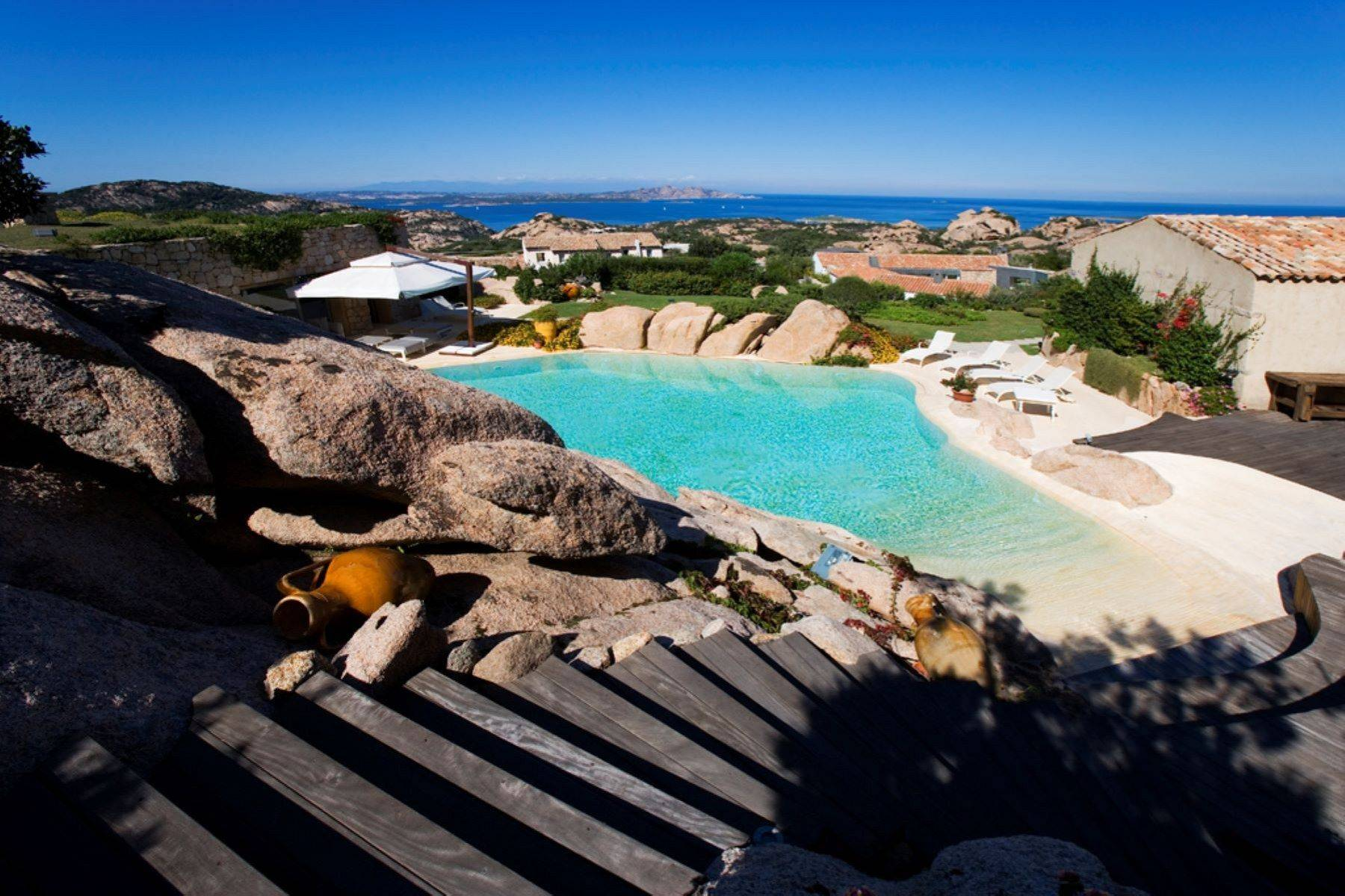 Exclusive property with stunning sea views overlooking the Costa Smeralda - 32