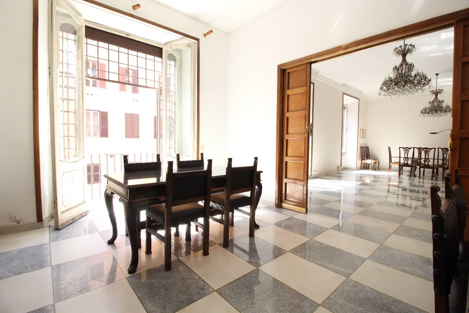 Prestigious office in Rome's historic city center - 2