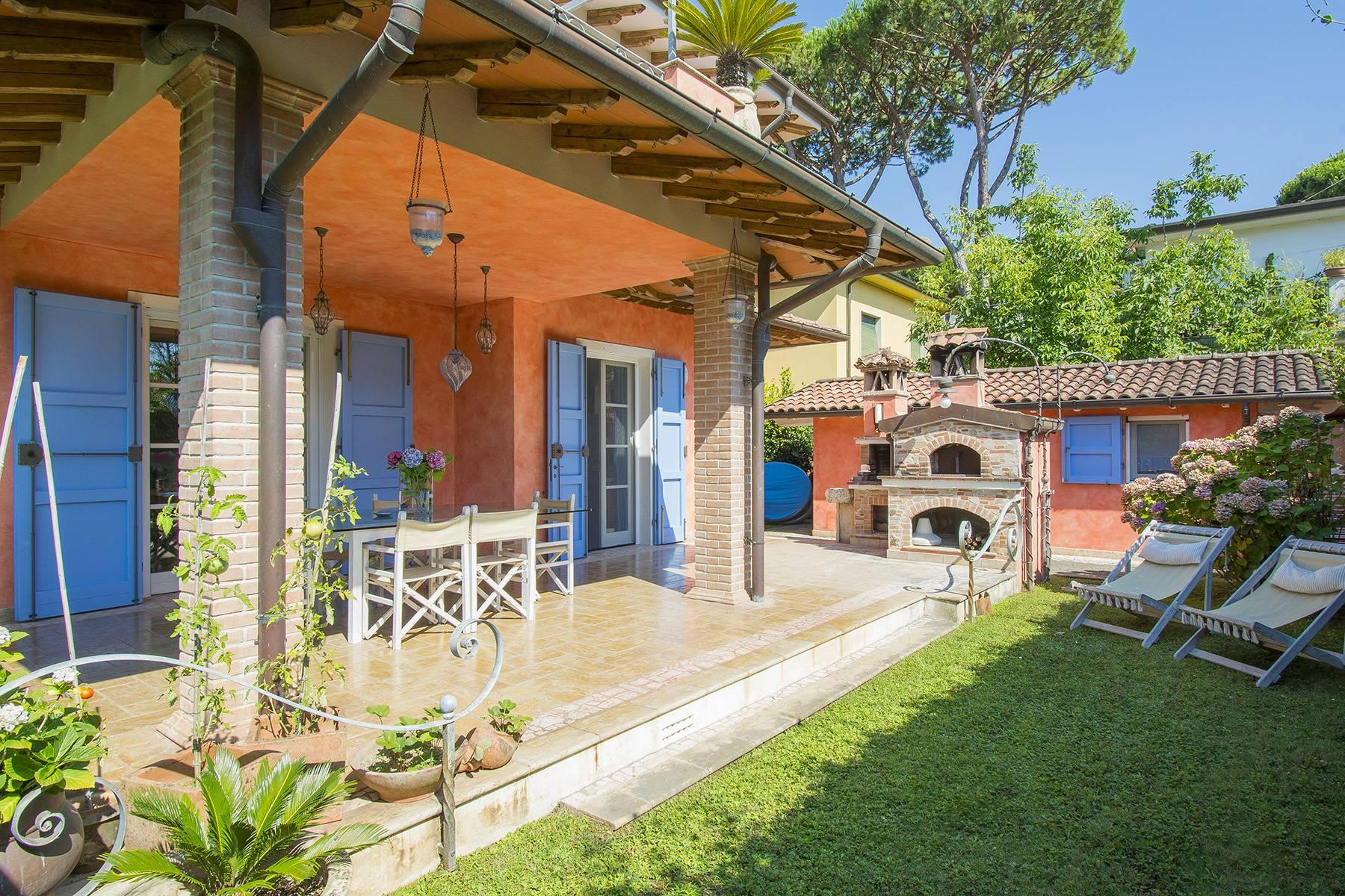 Delightful villa a few steps from the beaches of Versilia - 1