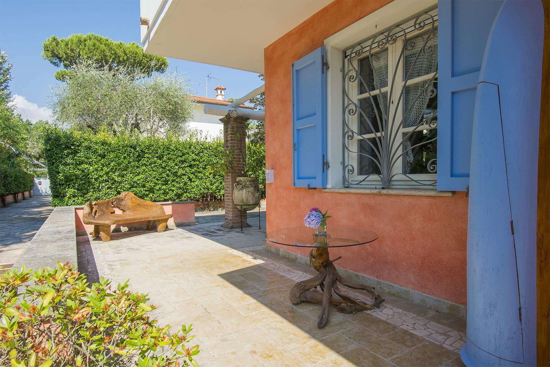 Delightful villa a few steps from the beaches of Versilia - 2