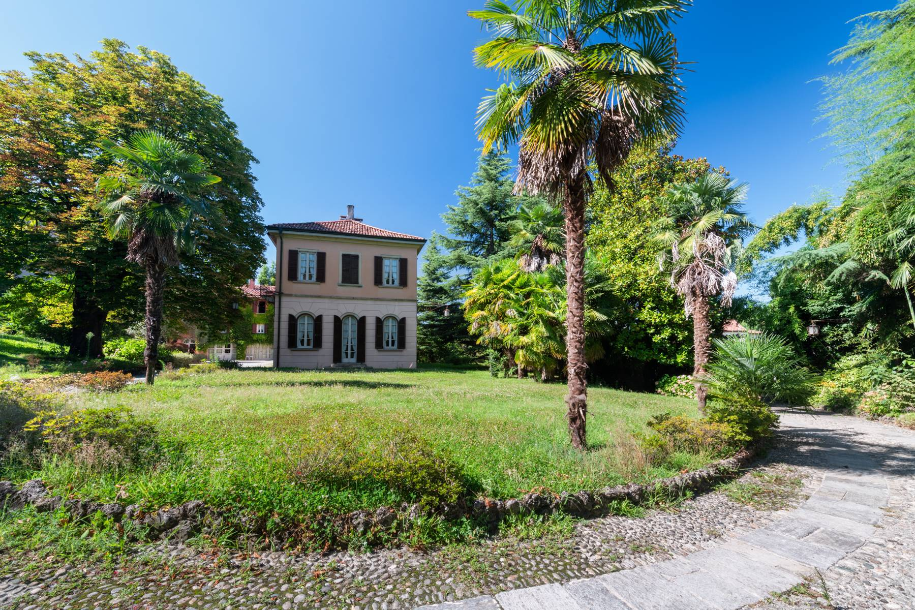 Period villa with park and swimming pool in Brianza - 19