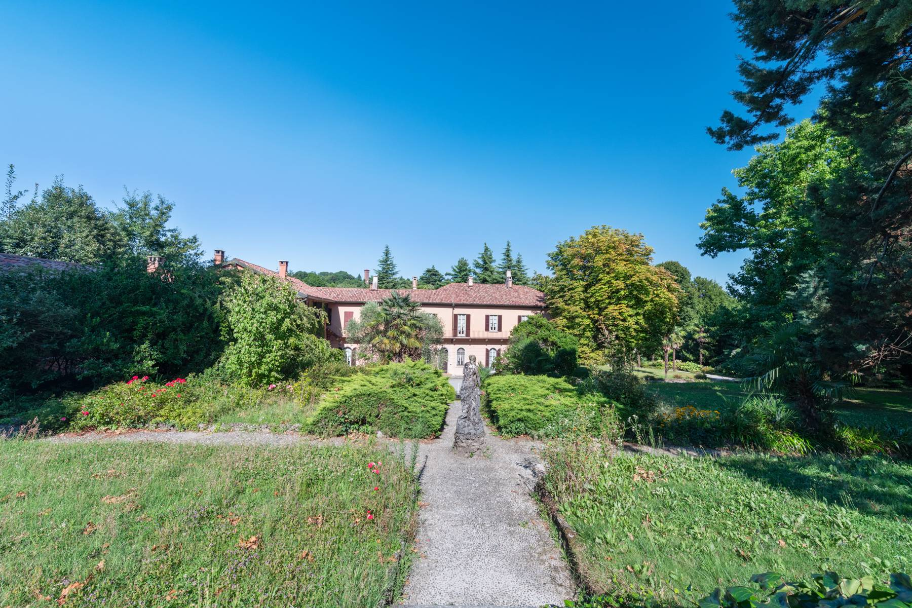 Period villa with park and swimming pool in Brianza - 1